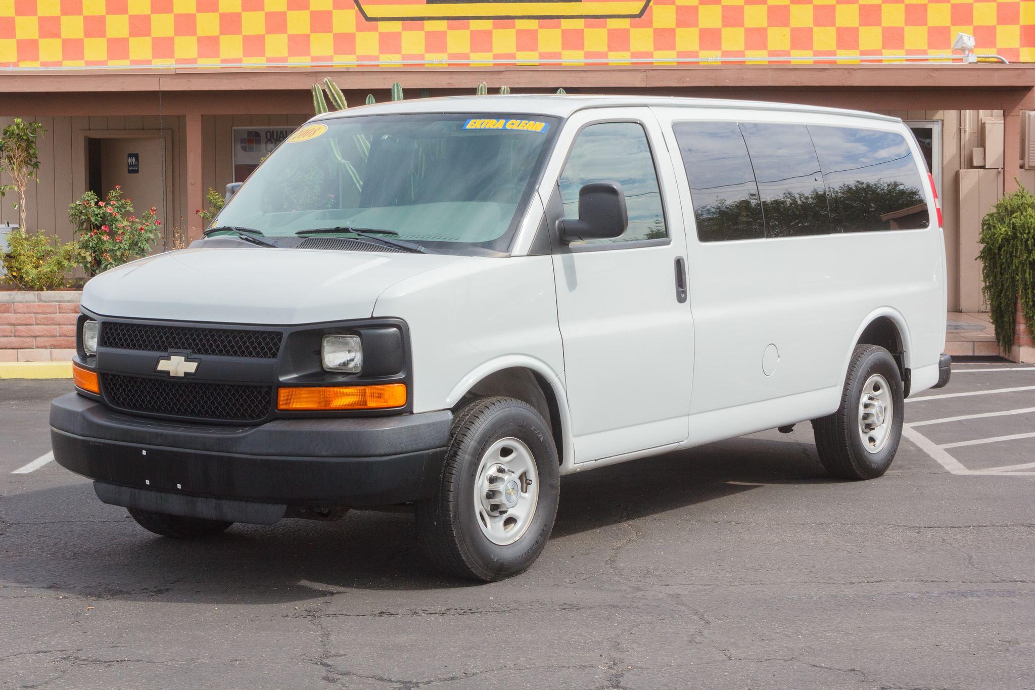 Photo of 2008 Chevrolet Express Van 2500 Van Summit White