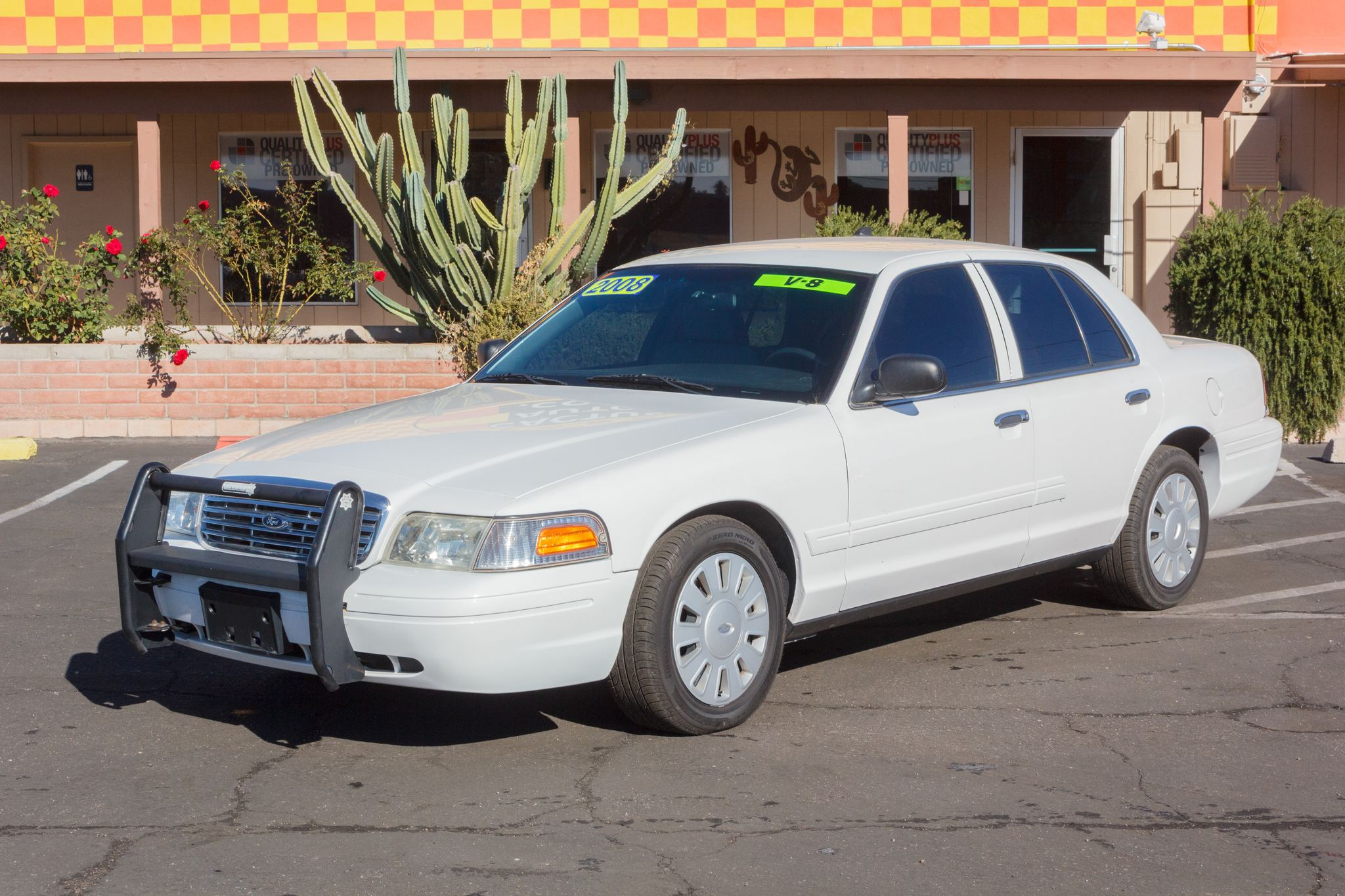 Photo of 2008 Ford Crown Victoria 4d Sedan HD Vibrant White Clearcoat