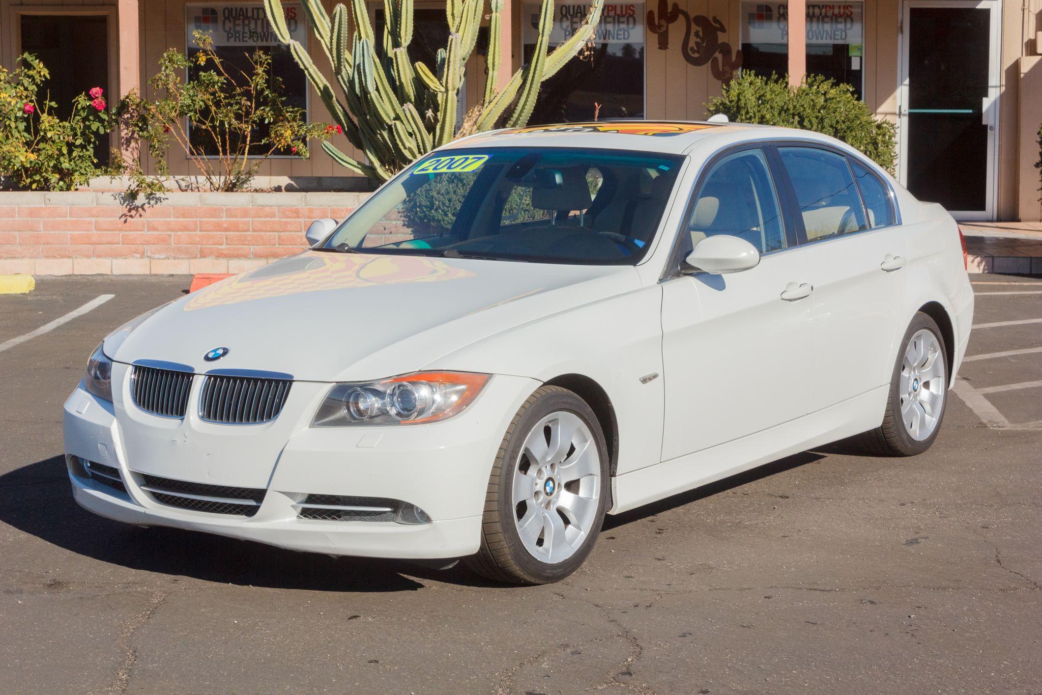 Photo of 2007 BMW 3 Series 4d Sedan 335xi Alpine White