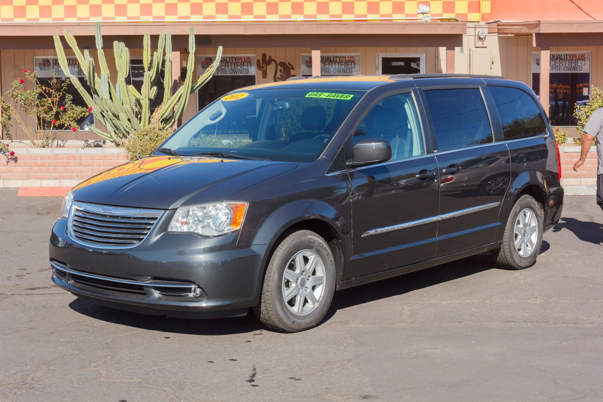 Photo of 2012 Chrysler Town & Country 4d Wagon Touring Dark Charcoal Pearlcoat