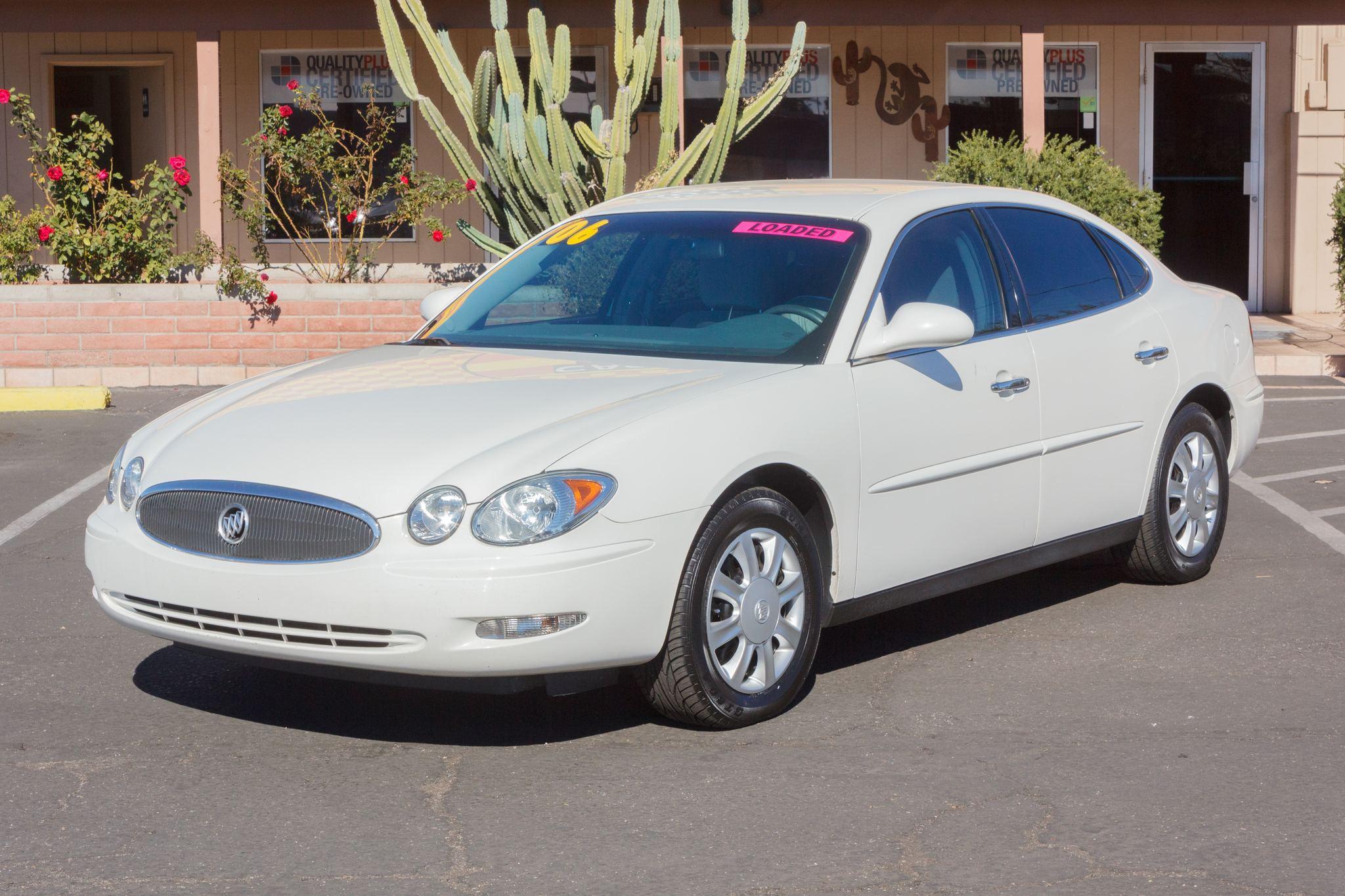 Photo of 2006 Buick LaCrosse 4d Sedan CX White Opal