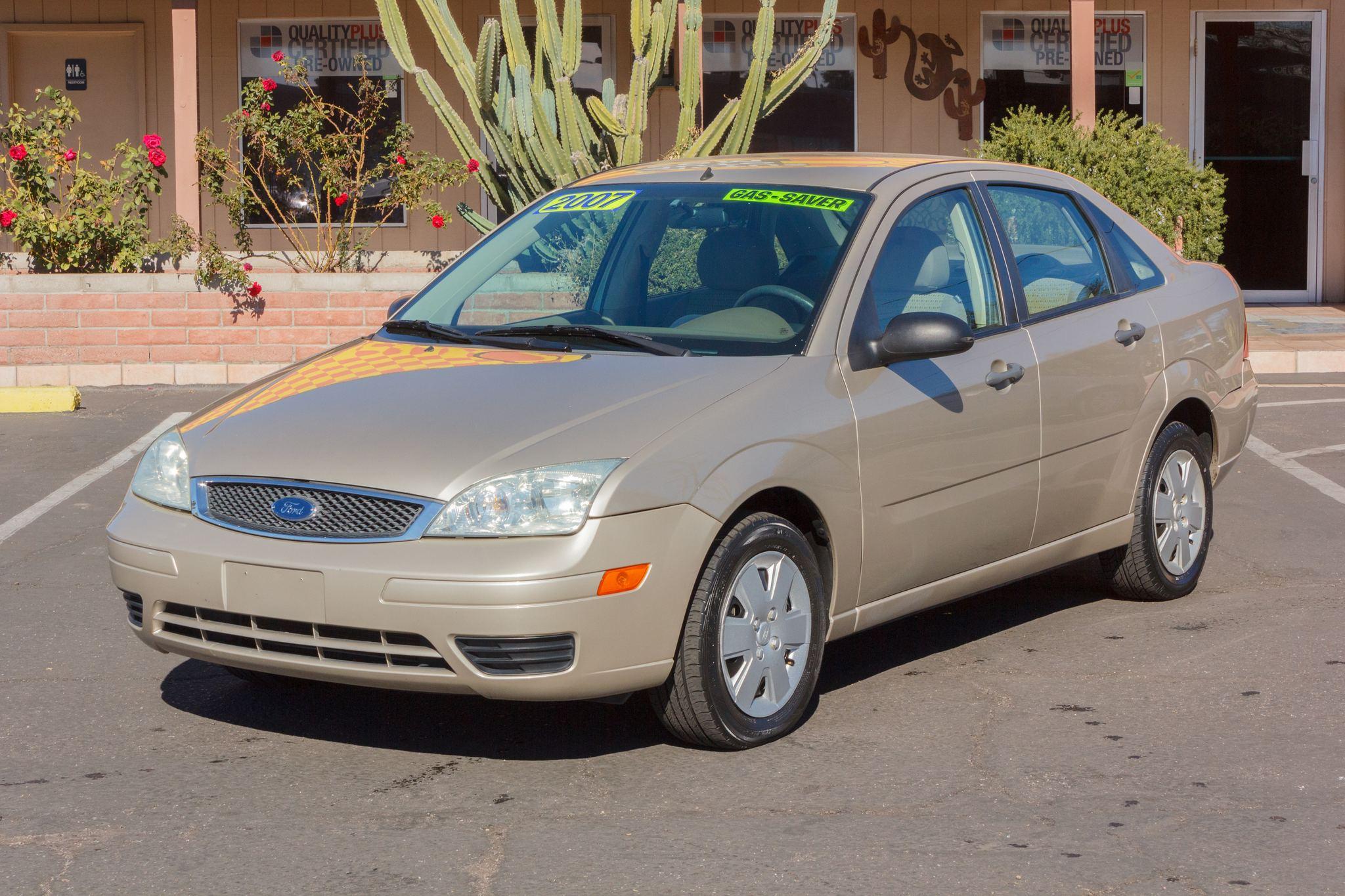 Photo of 2007 Ford Focus 4d Sedan ZX4 SE Pueblo Gold Clearcoat Metallic