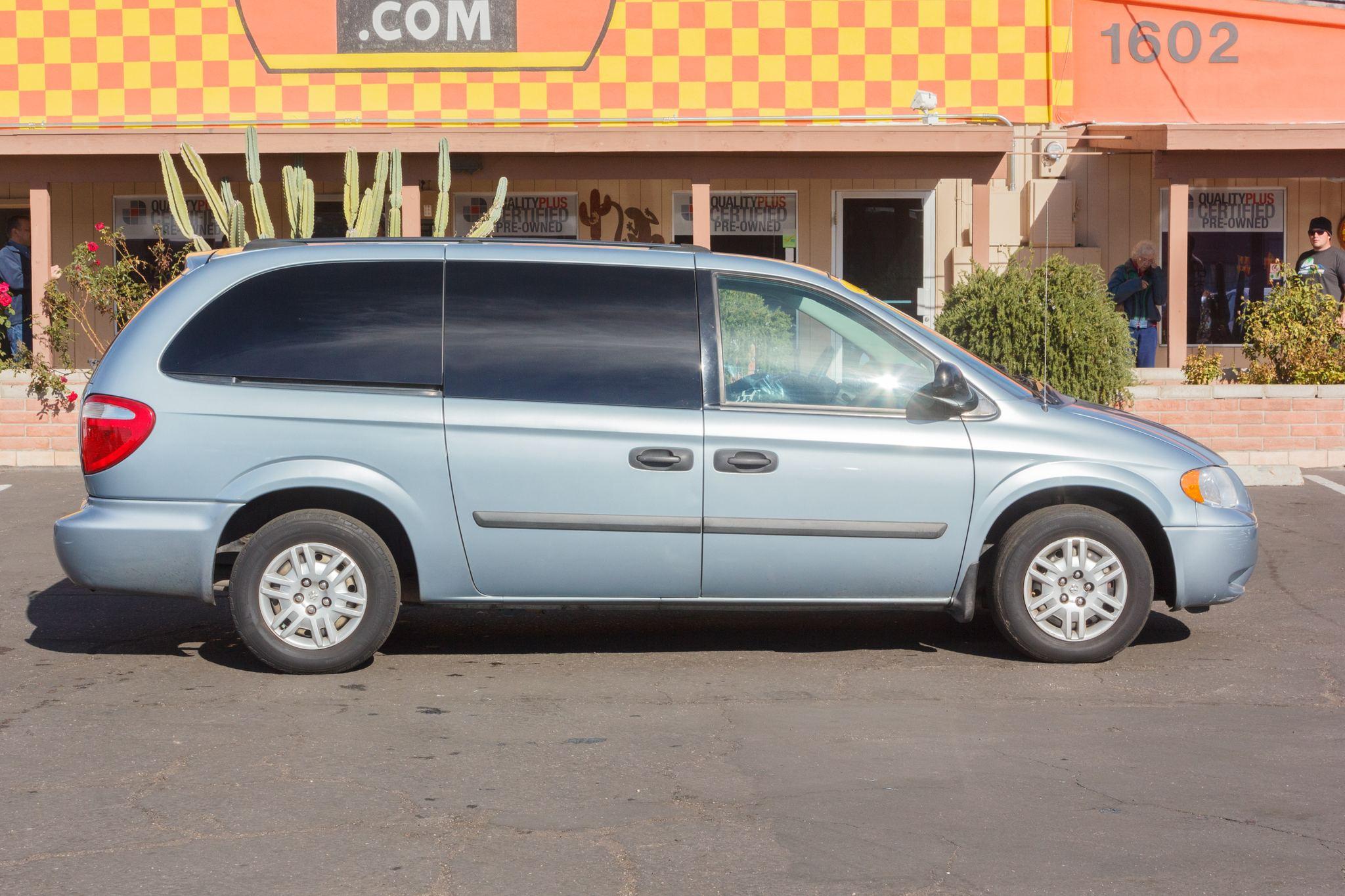 Photo of 2005 Dodge Grand Caravan 4d Wagon SE Midnight Blue Pearlcoat