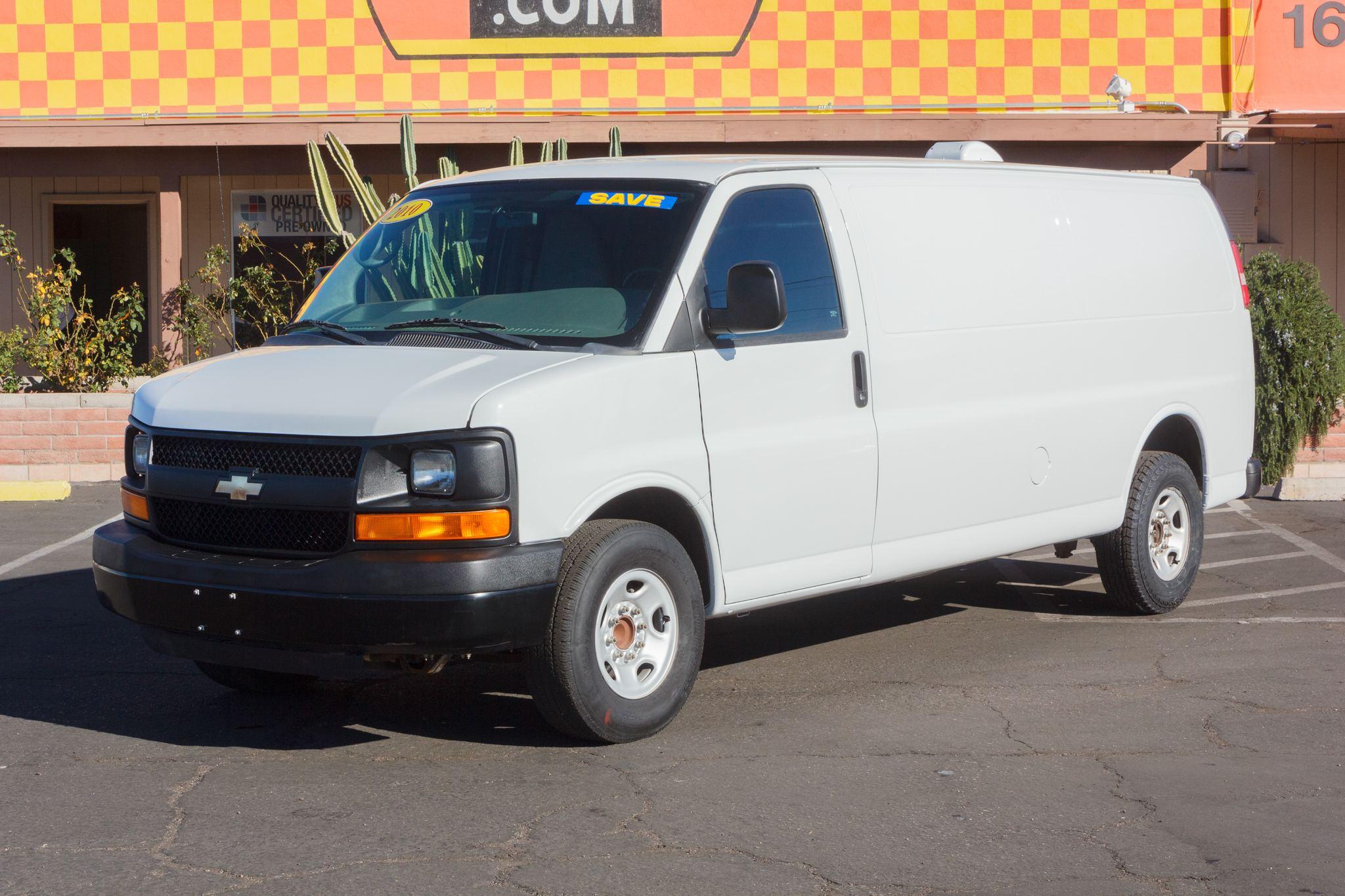 Photo of 2010 Chevrolet Express Van 3500 Ext Van Summit White