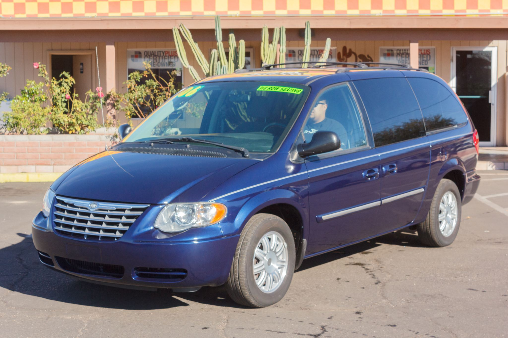 Photo of 2006 Chrysler Town & Country 4d Wagon Touring Midnight Blue Pearlcoat