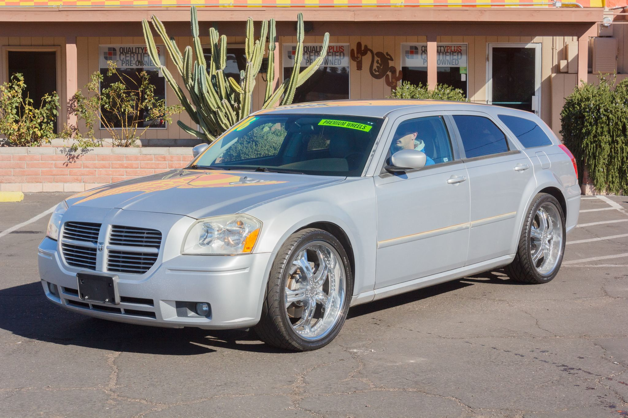 Photo of 2006 Dodge Magnum 4d Wagon RT Silver
