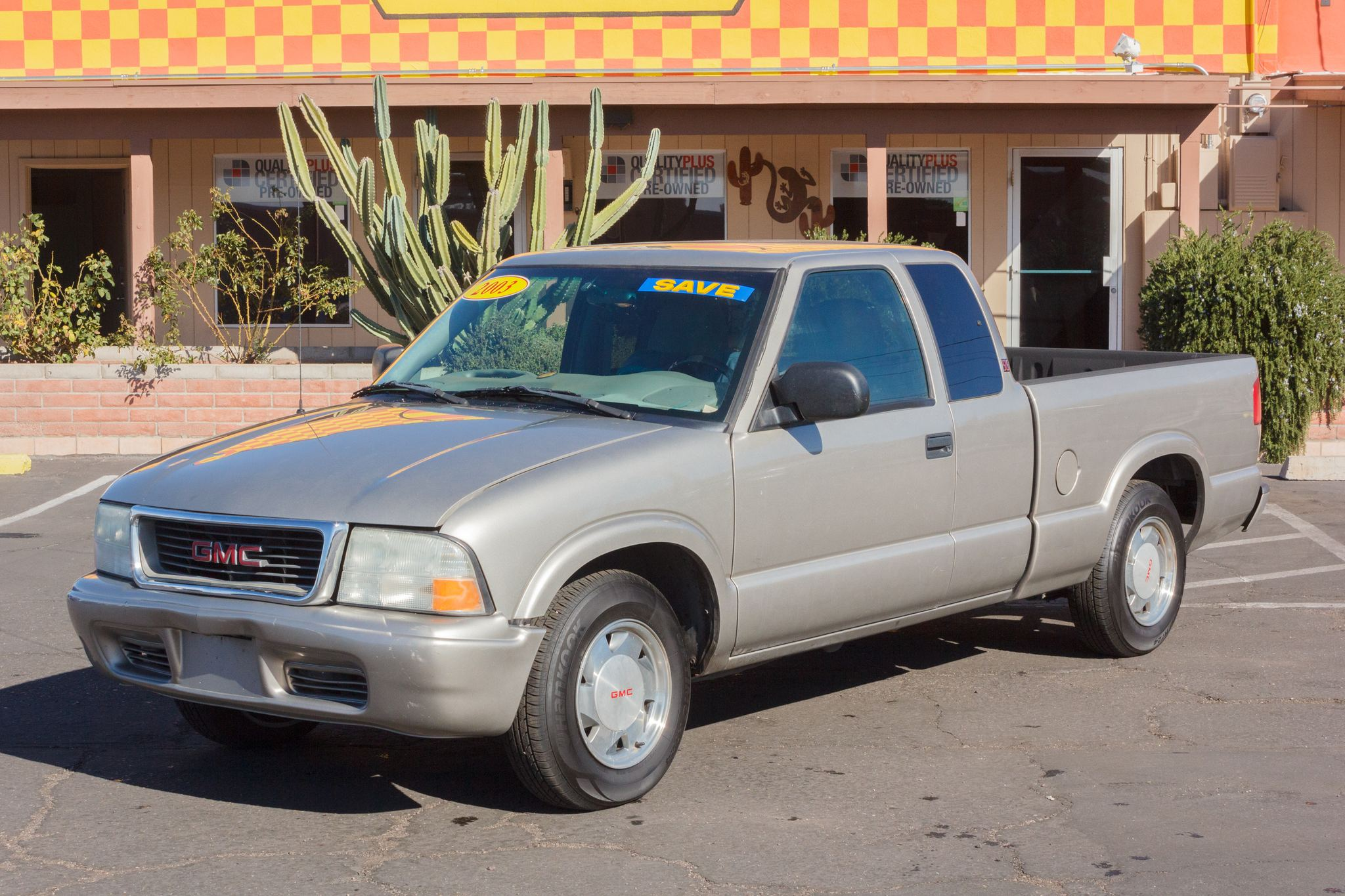 Photo of 2003 GMC Sonoma Pickup 2WD Ext Cab SLS Doeskin Tan