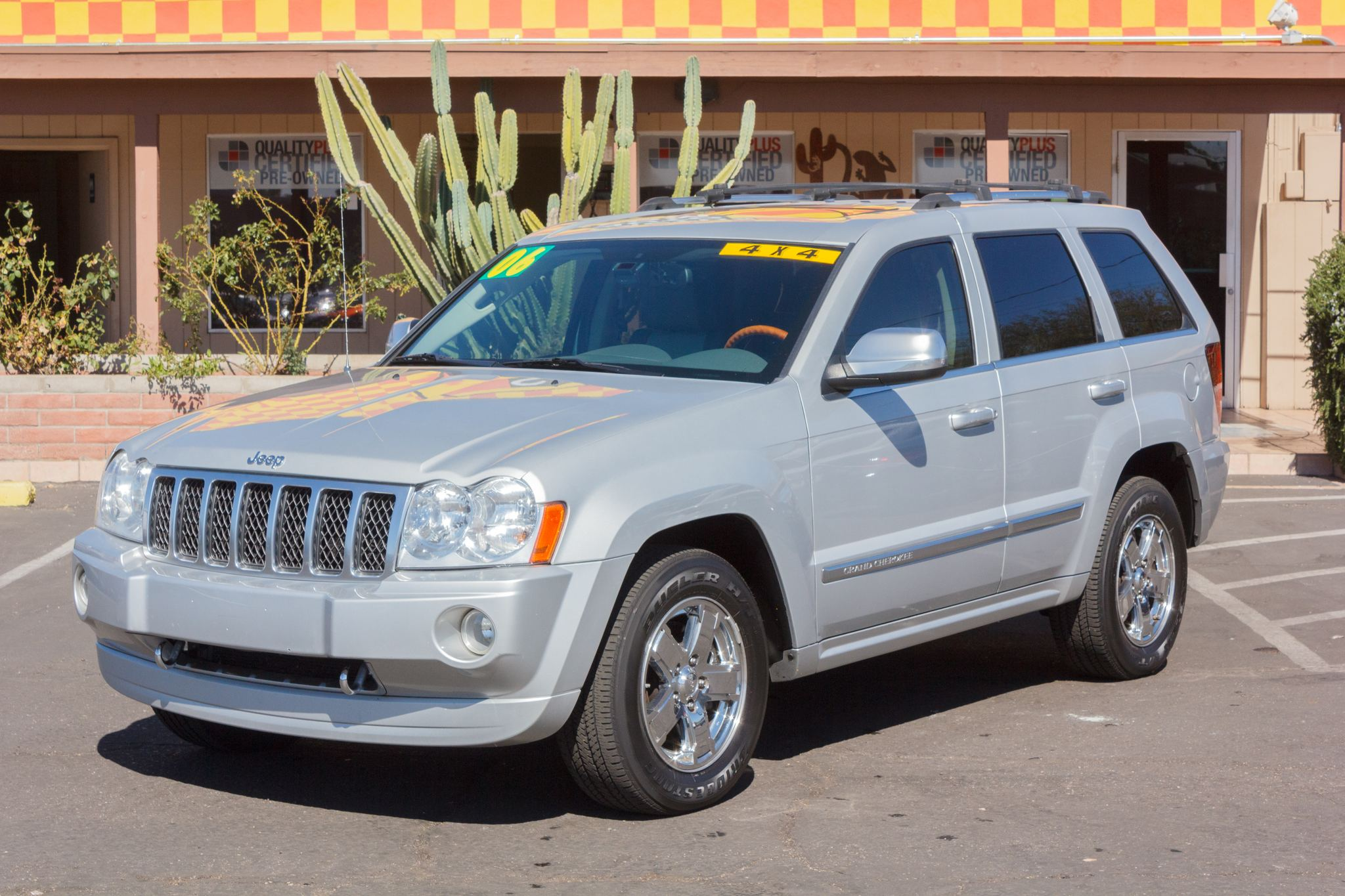 Photo of 2006 Jeep Grand Cherokee 2WD 4d Wagon Overland Light Graystone Pearlcoat