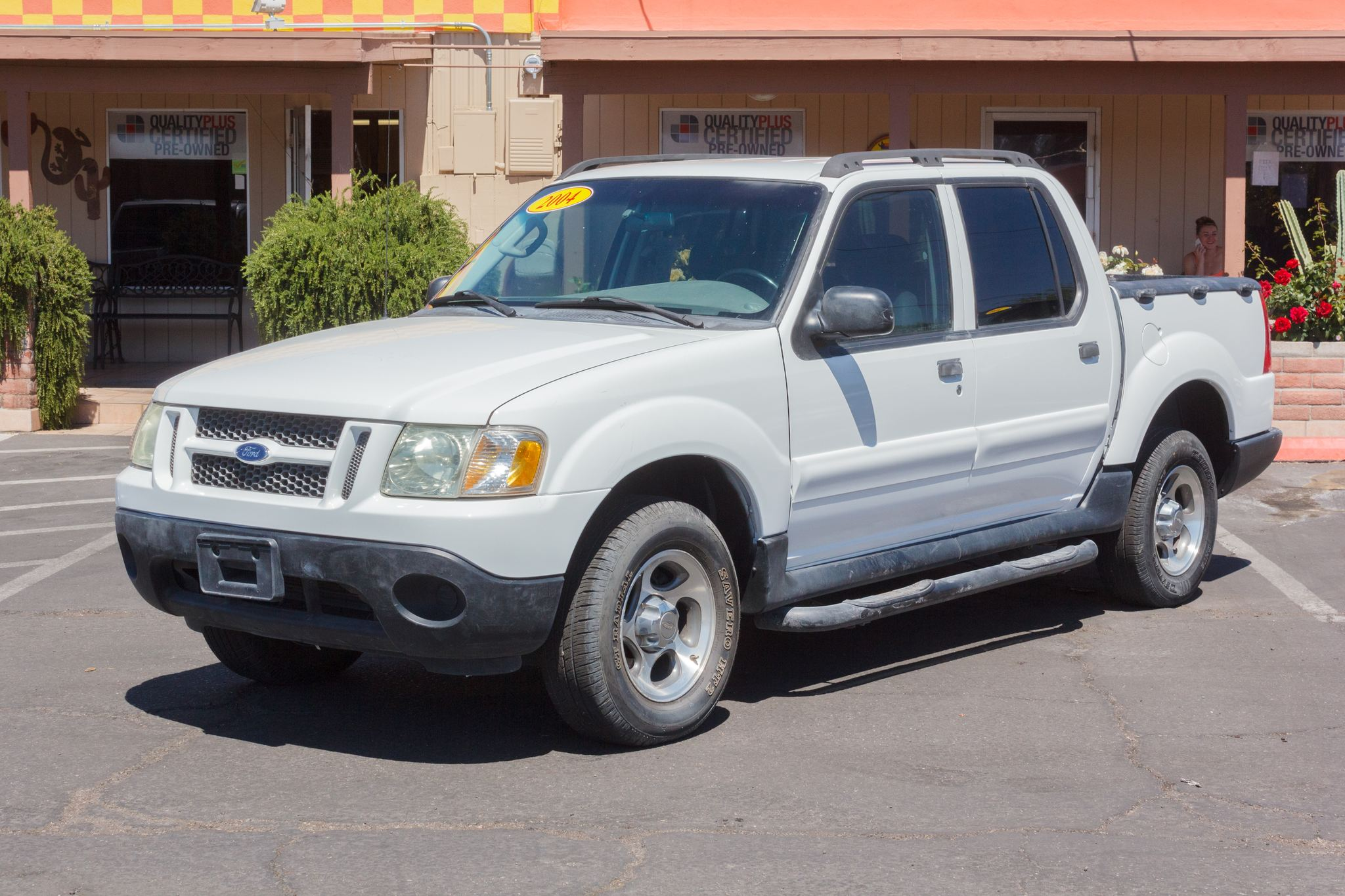 Photo of 2004 Ford Explorer Sport Trac 4WD 4d Wagon XLS Oxford White Clearcoat