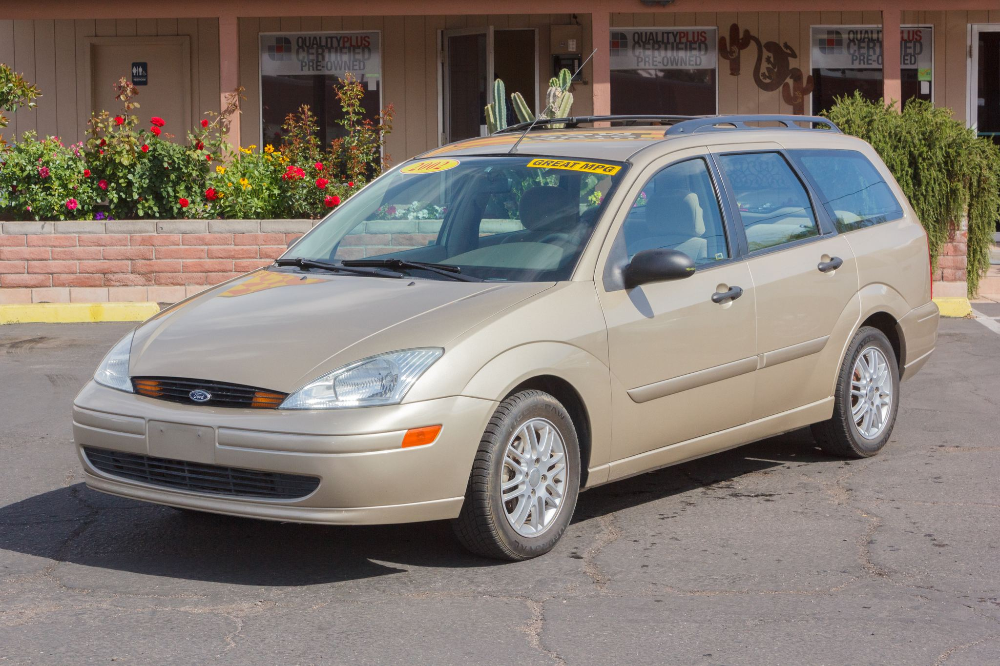 Photo of 2002 Ford Focus 5d Wagon SE Fort Knox Gold Clearcoat Metallic