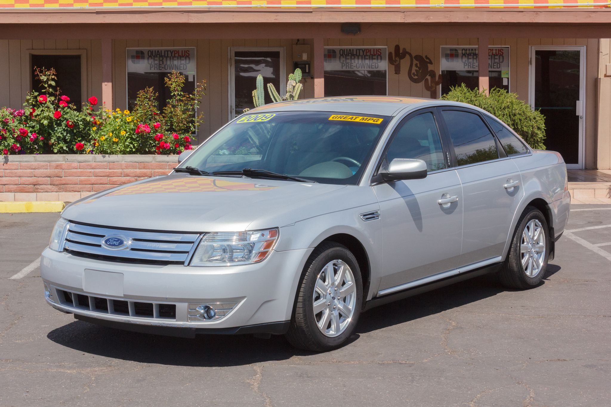 Photo of 2009 Ford Taurus 4d Sedan SE Brilliant Silver Clearcoat Metallic