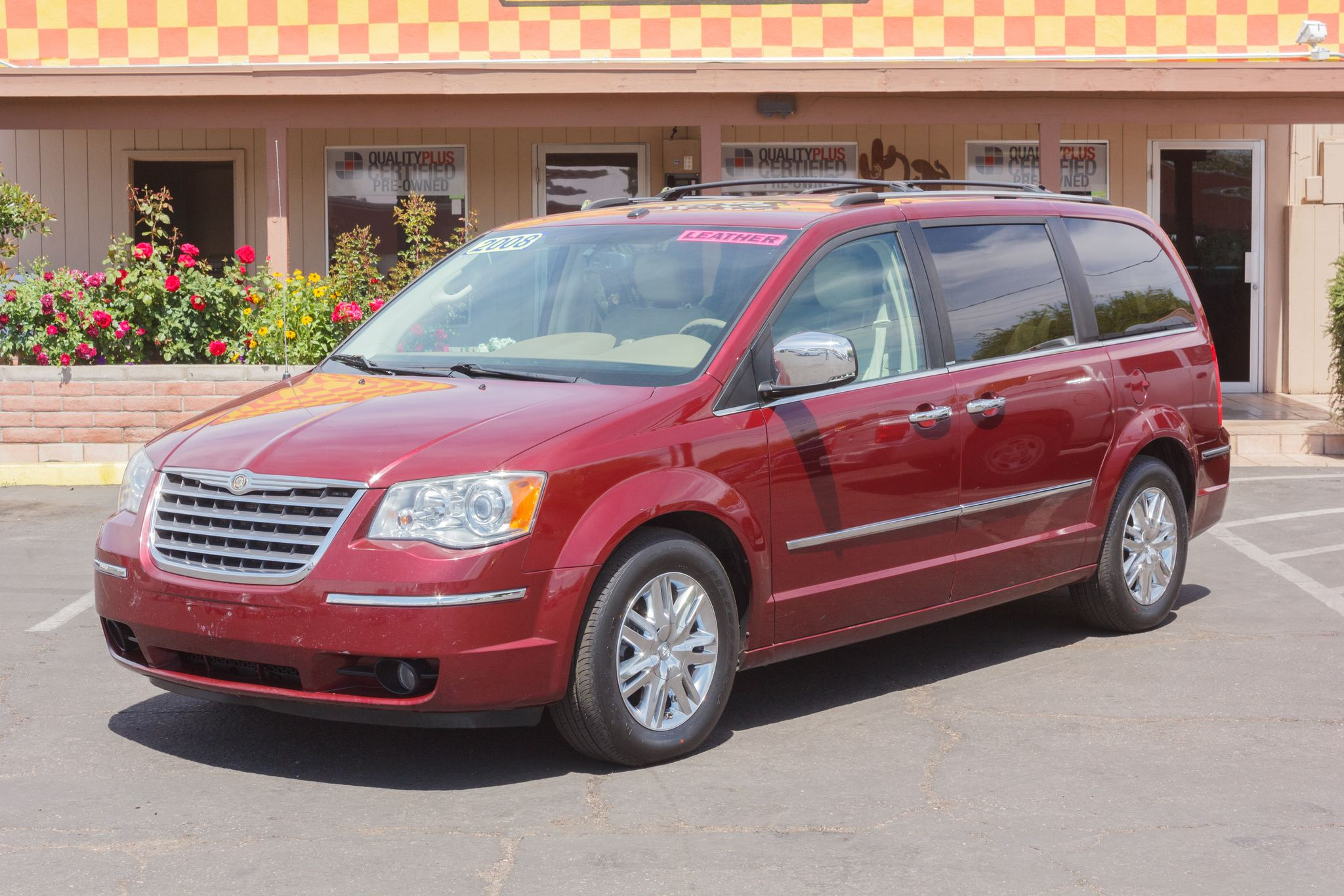 Photo of 2008 Chrysler Town & Country 4d Wagon Limited Inferno Red Crystal Pearlcoat