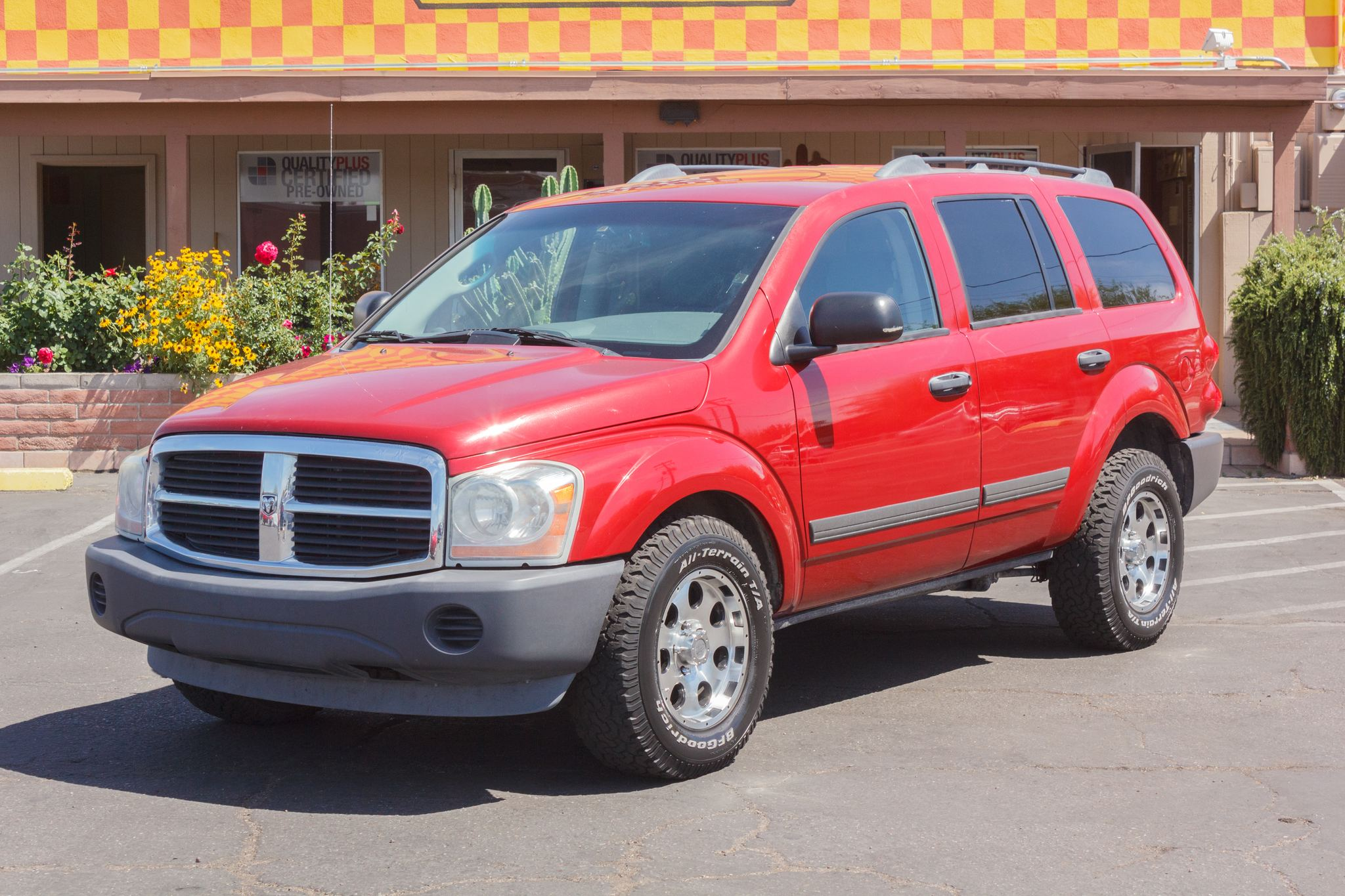 Photo of 2006 Dodge Durango 2WD 4d Wagon SXT Inferno Red Crystal Pearlcoat