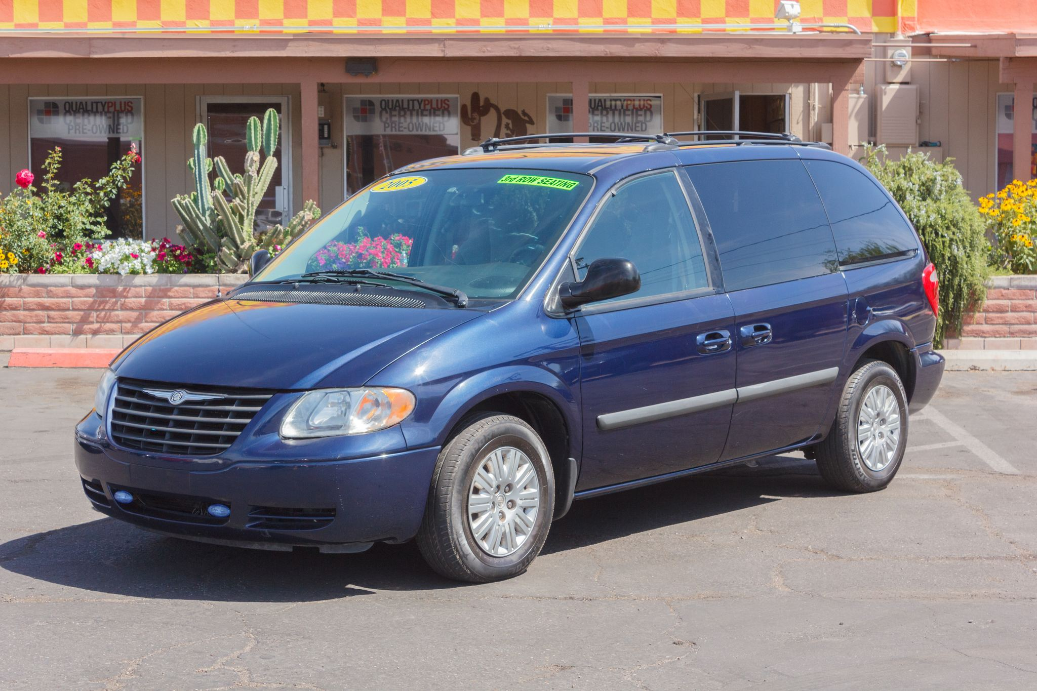 Photo of 2005 Chrysler Town & Country 4d Wagon Midnight Blue Pearlcoat