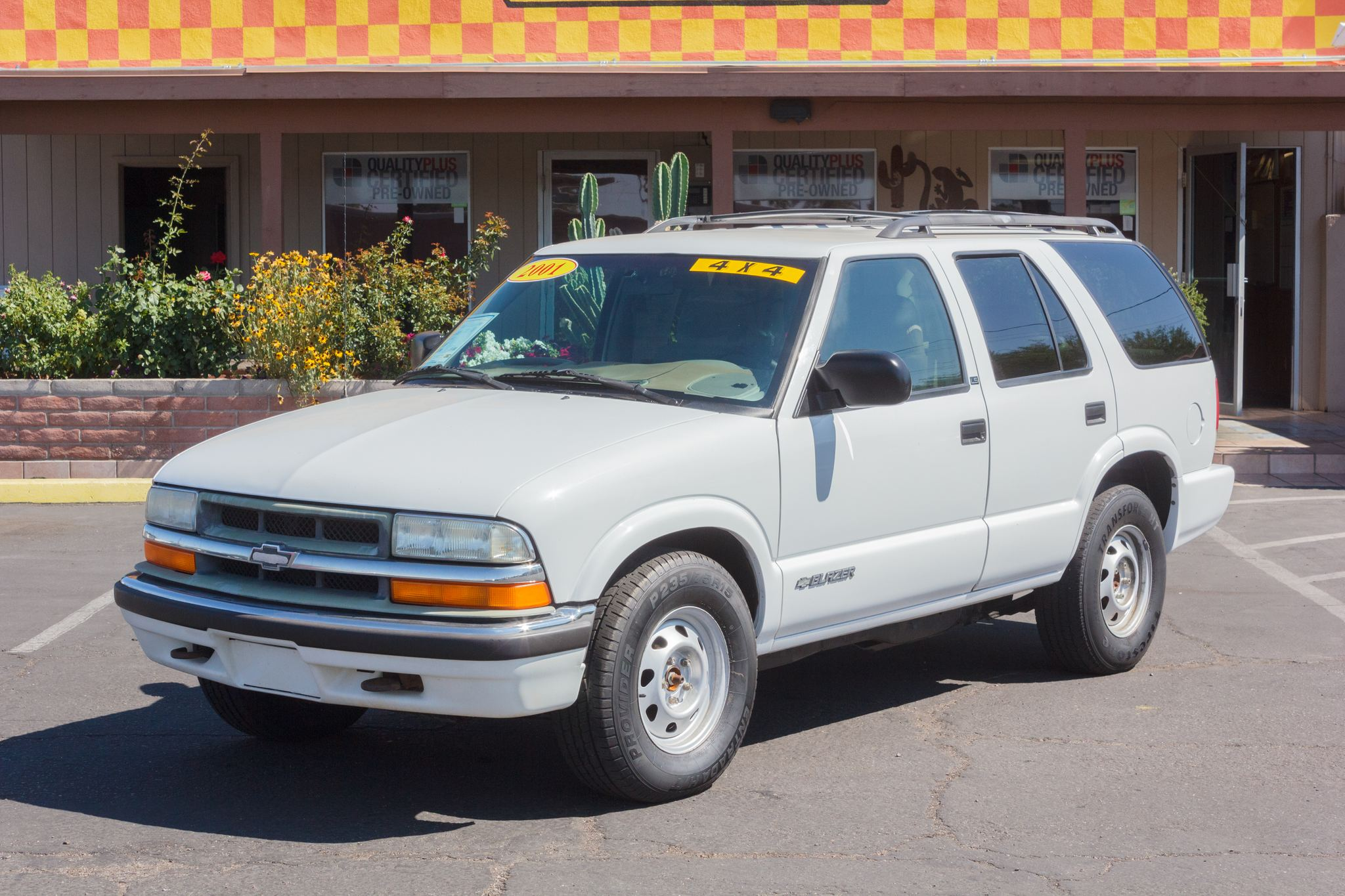 Photo of 2001 Chevrolet Blazer 4WD 4d Wagon LT Summit White