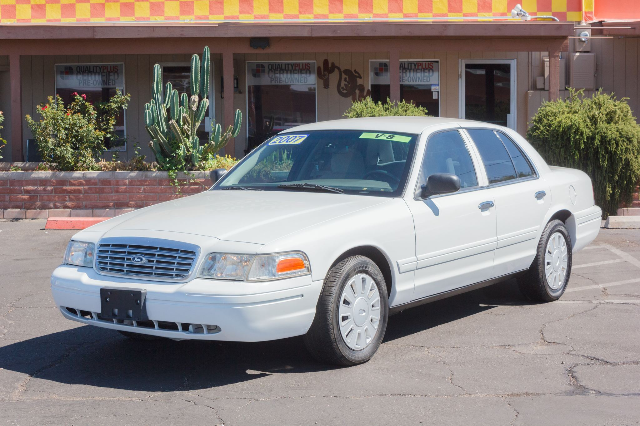 Photo of 2007 Ford Crown Victoria 4d Sedan Police Vibrant White Clearcoat