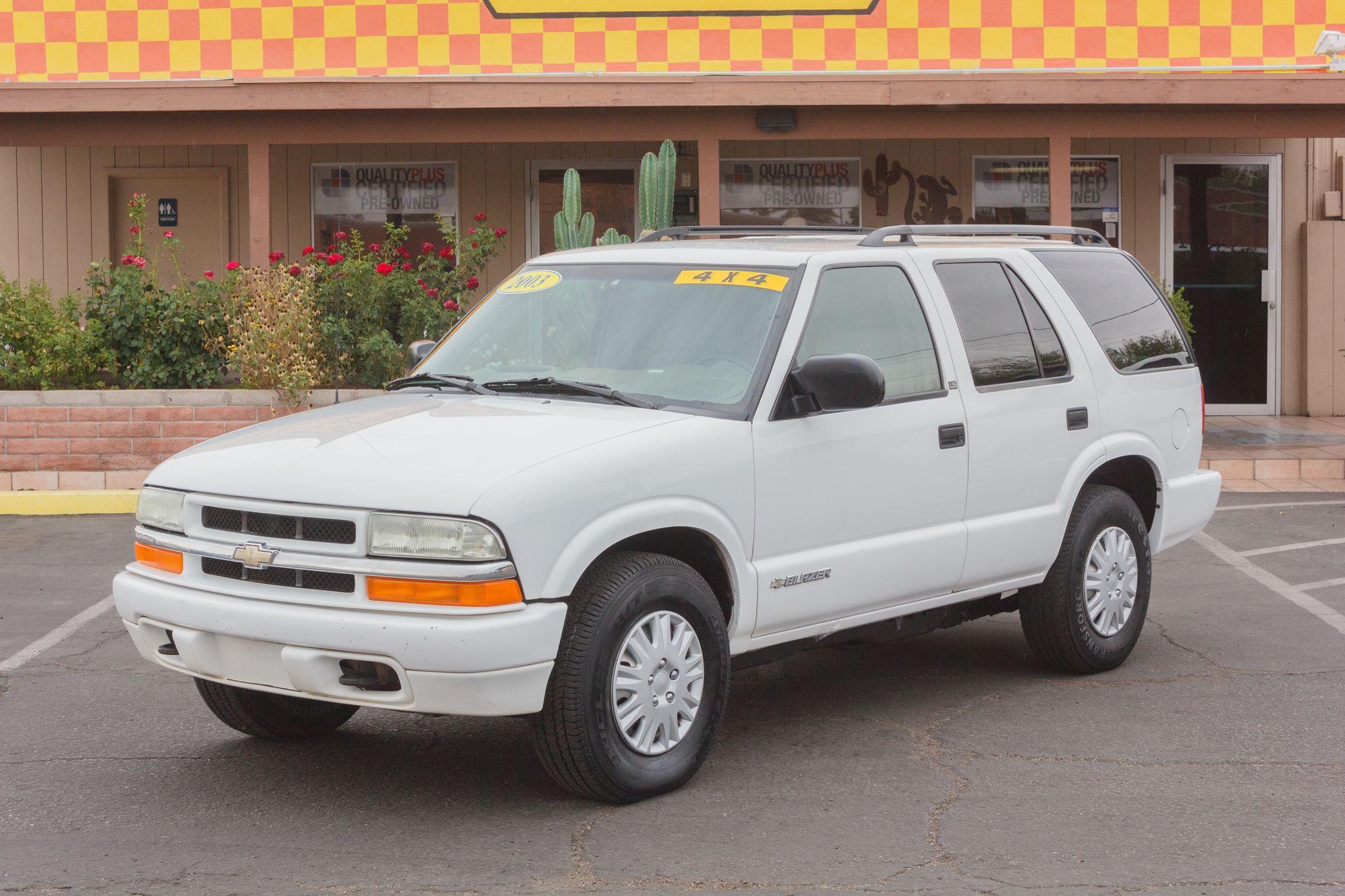 Photo of 2003 Chevrolet Blazer 4WD 4d Wagon LS Summit White