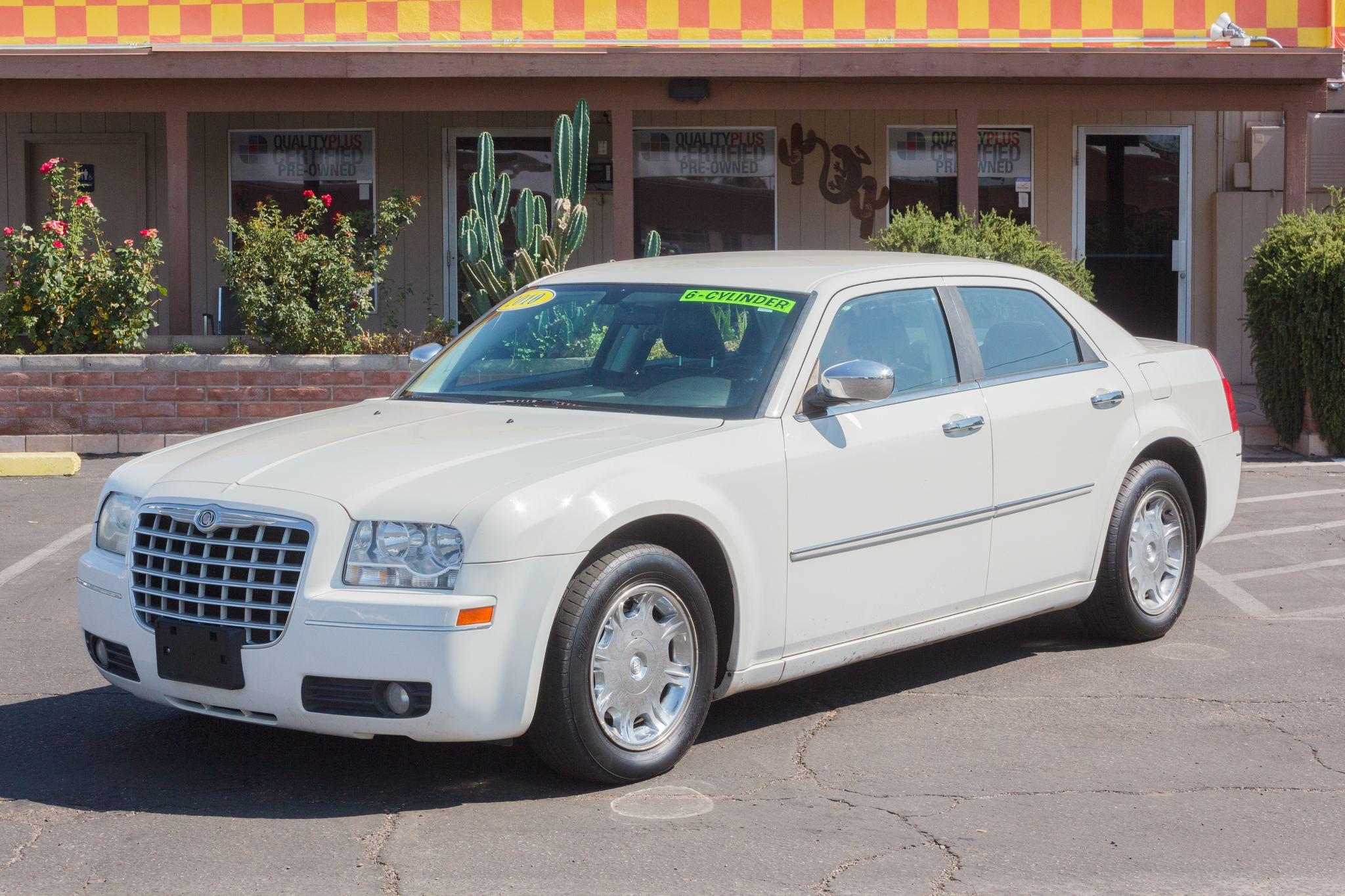 Photo of 2010 Chrysler 300 4d Sedan Touring Executive Cool Vanilla Clearcoat
