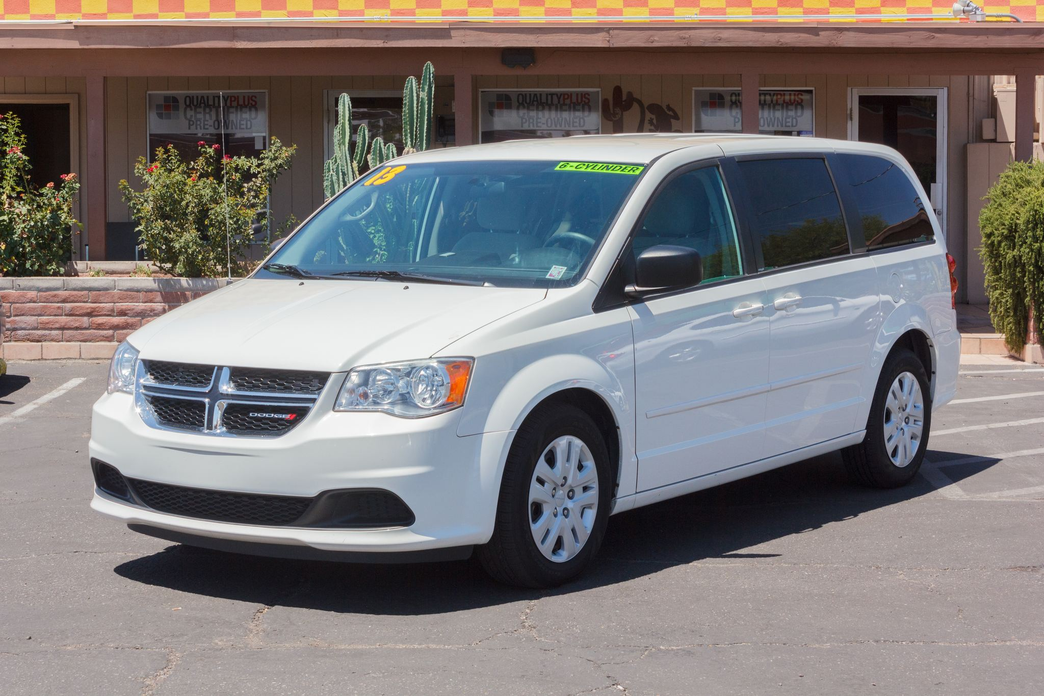Photo of 2013 Dodge Grand Caravan 4d Wagon SE White