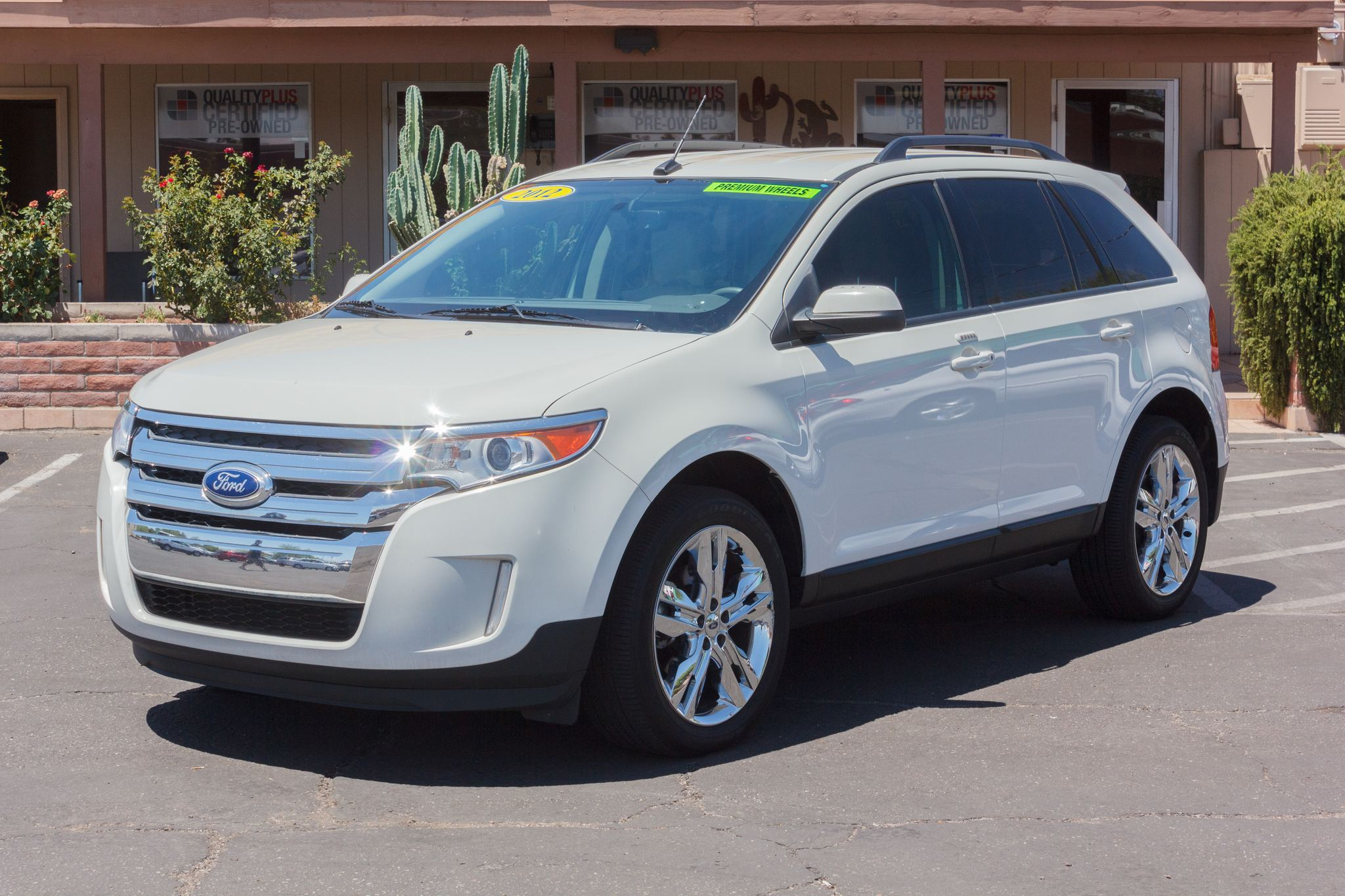Photo of 2012 Ford Edge FWD 4d Wagon SEL White Suede