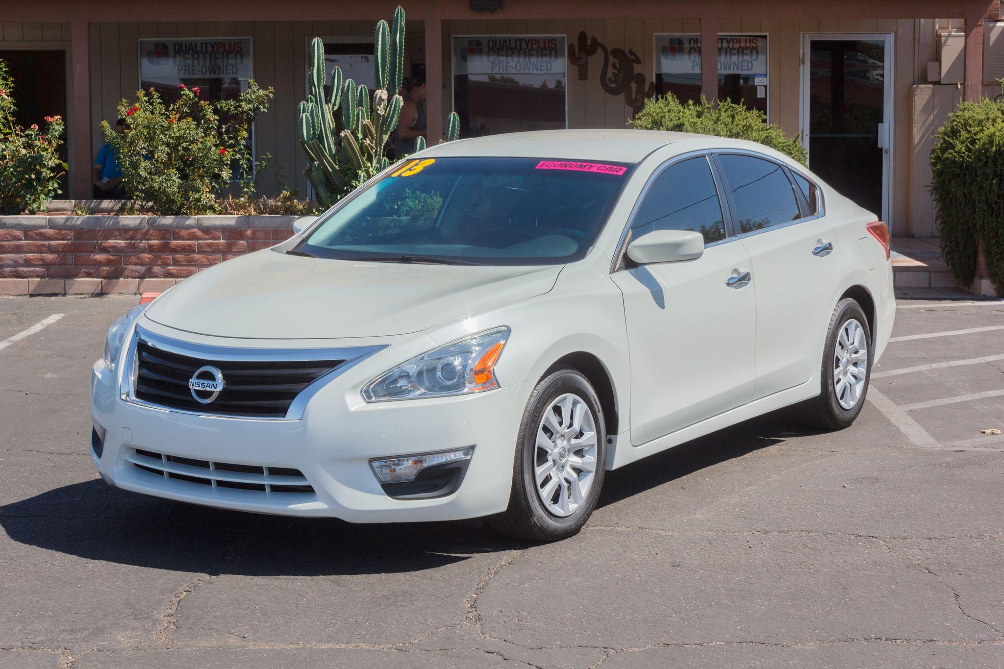 Photo of 2013 Nissan Altima 4d Sedan S 2.5L Pearl White