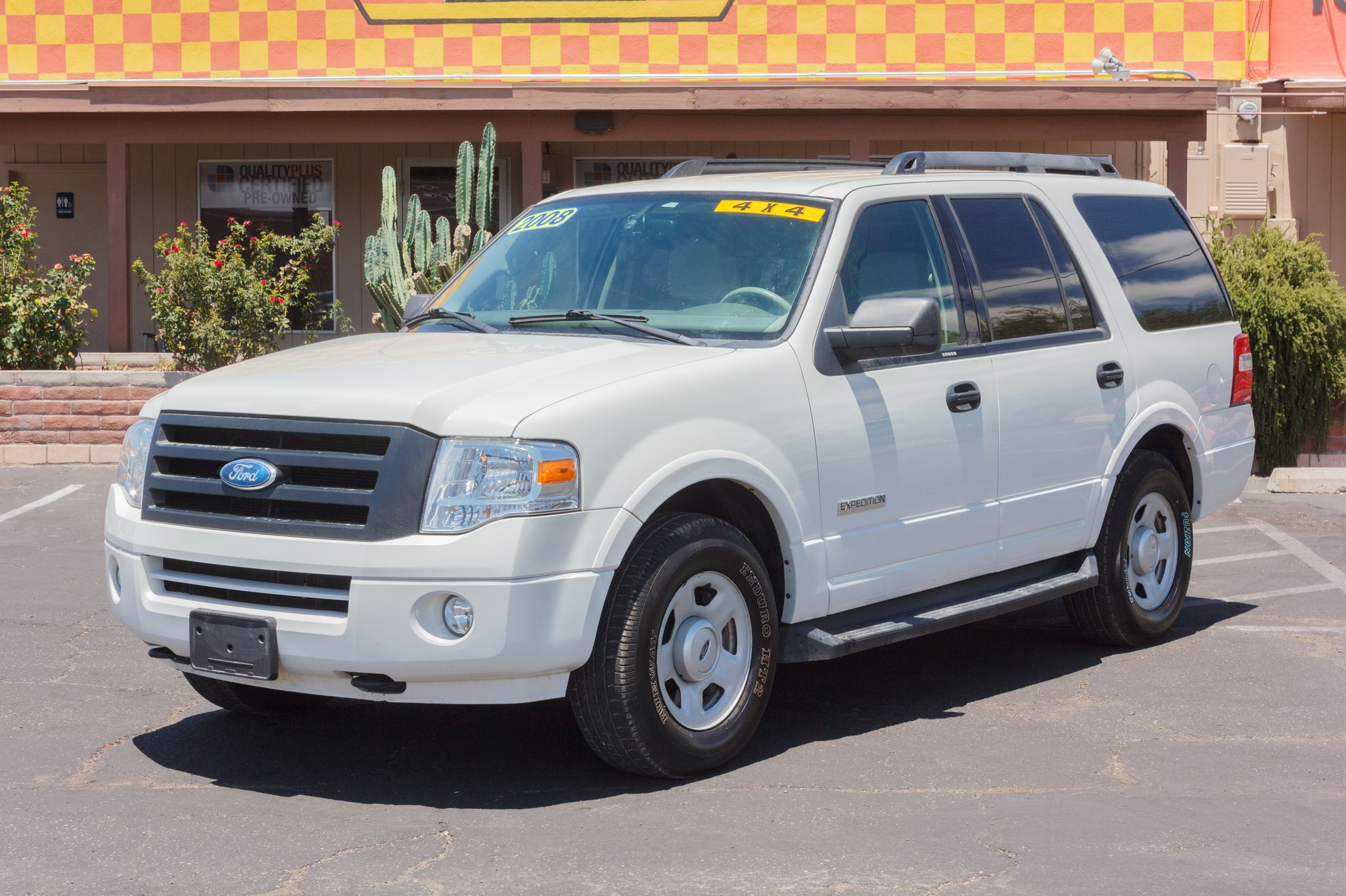 Photo of 2008 Ford Expedition 4WD 4d Wagon XLT White