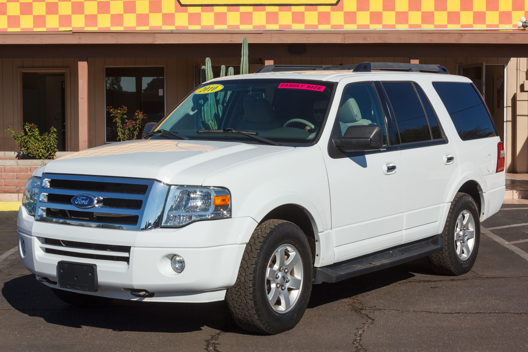 Photo of 2010 Ford Expedition 4WD 4d Wagon XLT