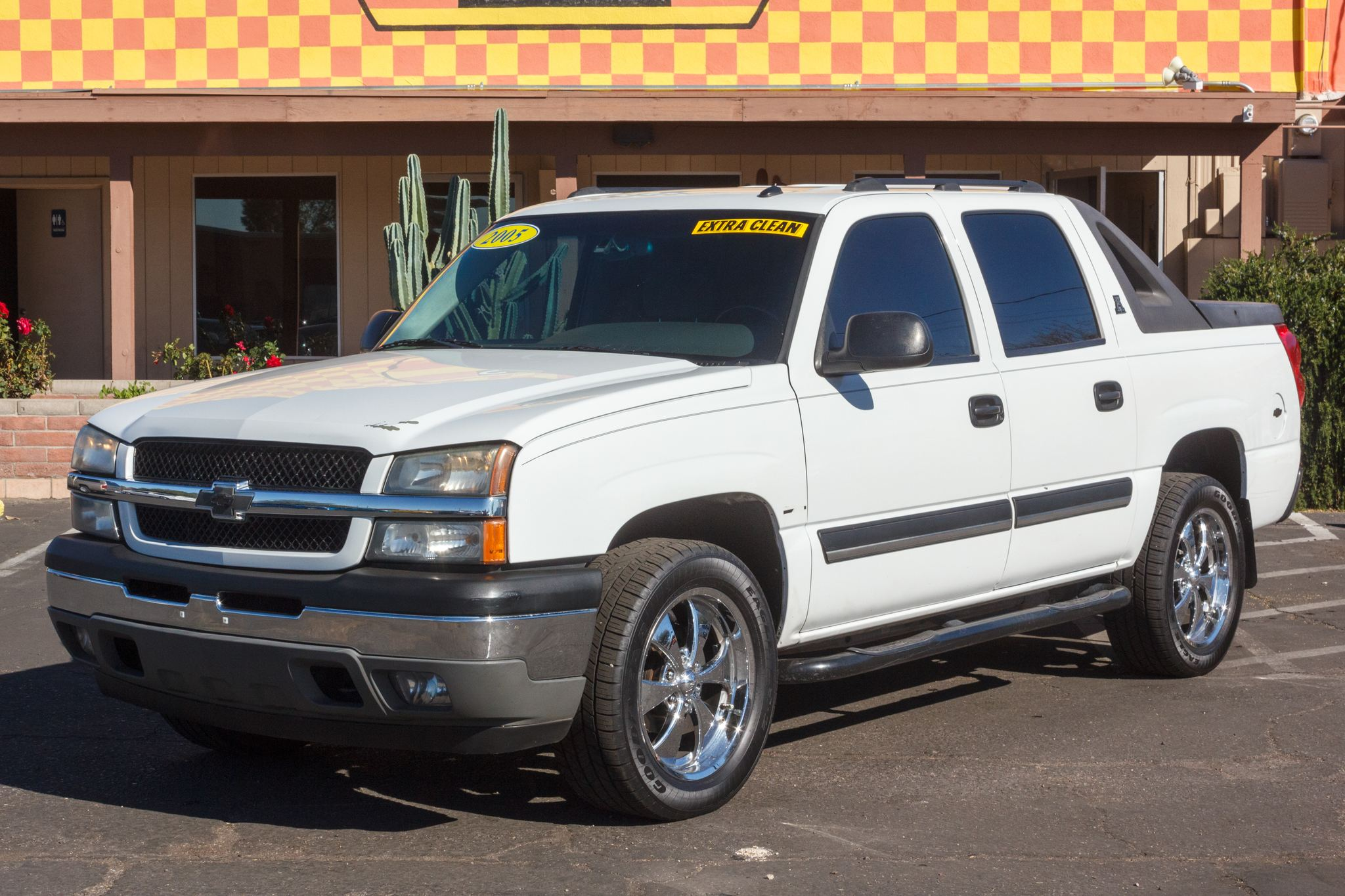 Photo of 2005 Chevrolet Avalanche 2WD 1500 Wagon LS
