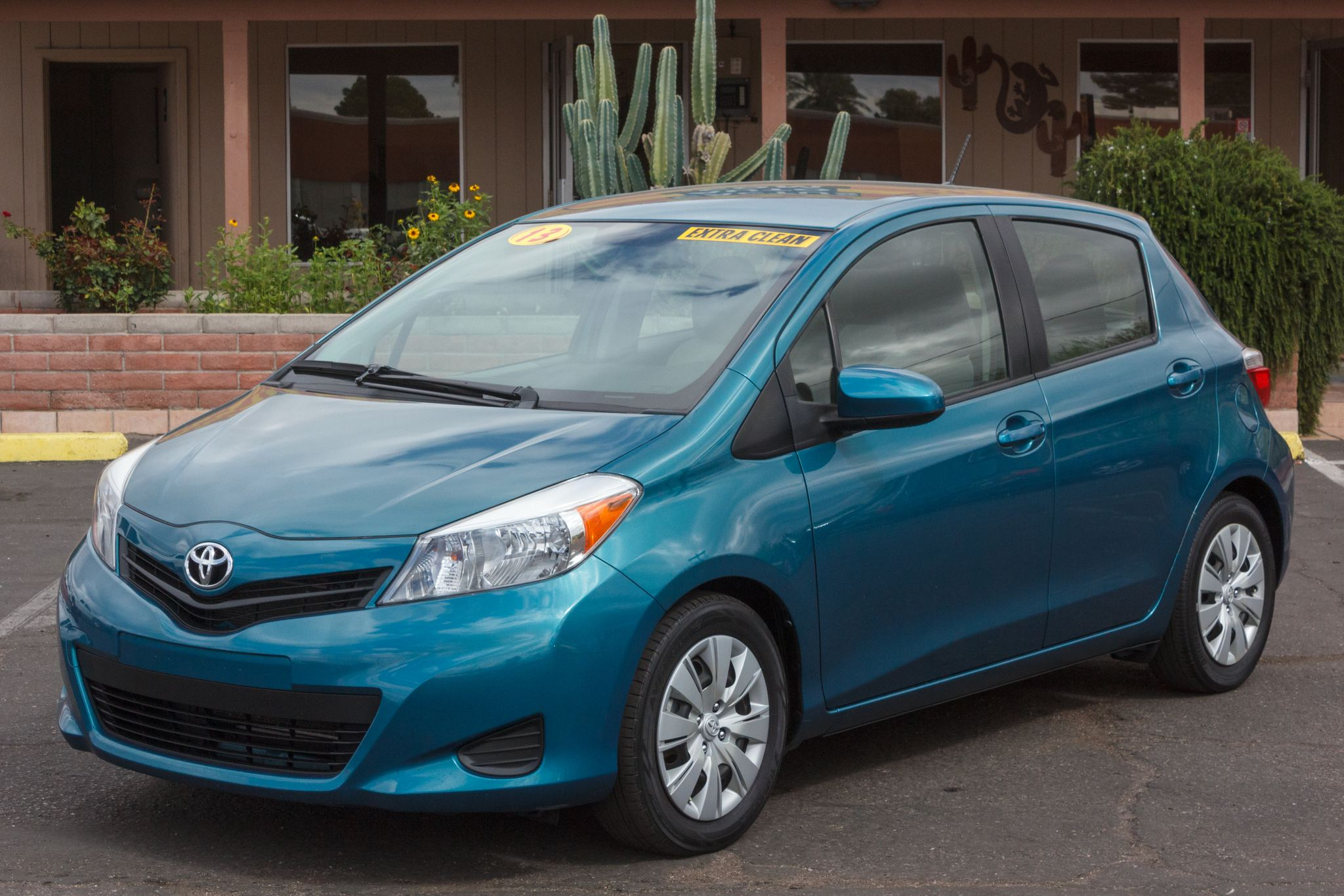 Photo of 2013 Toyota Yaris 5d Hatchback LE