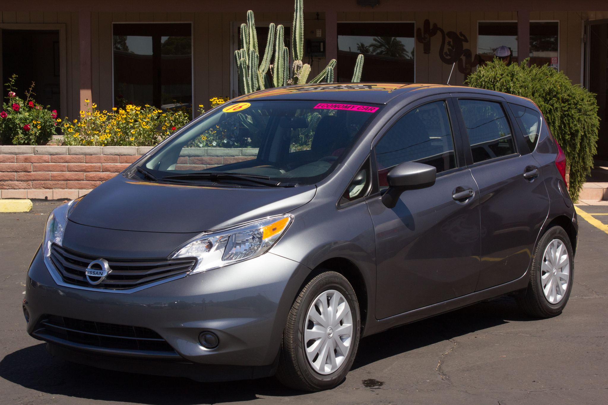 Photo of 2016 Nissan Versa Note 4d Hatchback SV