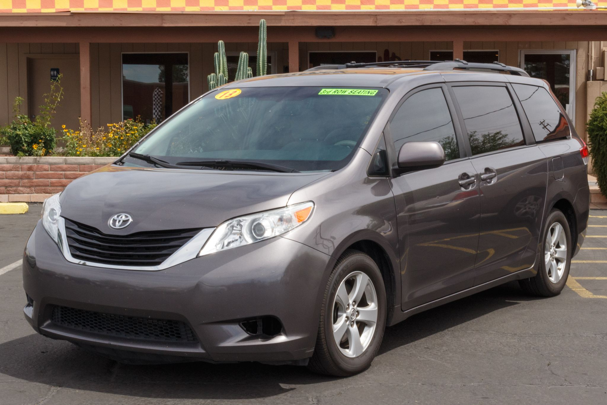 Photo of 2013 Toyota Sienna 4d Wagon LE