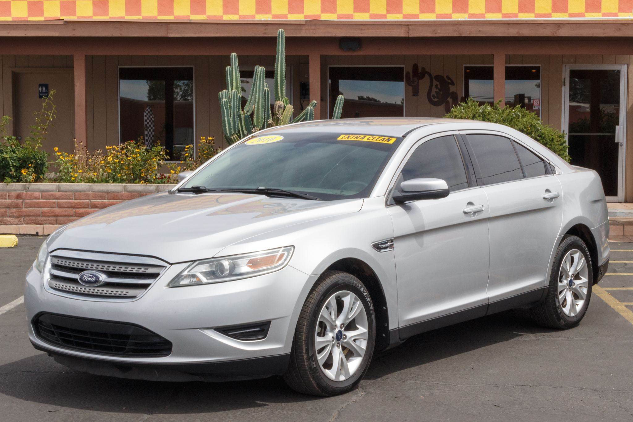 Photo of 2010 Ford Taurus 4d Sedan SEL AWD
