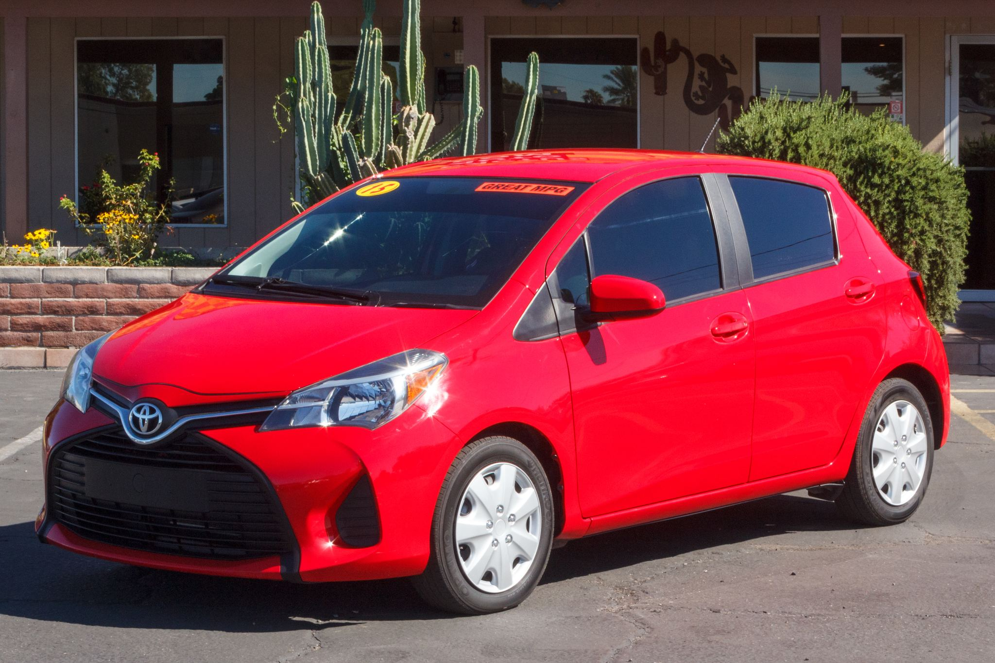 Photo of 2015 Toyota Yaris 5d Hatchback L