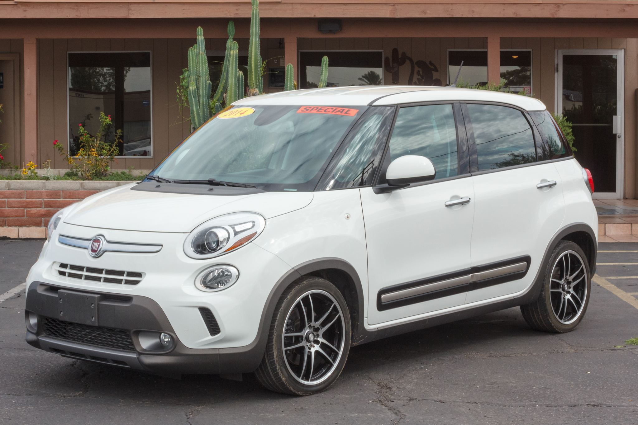 Photo of 2014 Fiat 500L 4d Wagon Trekking