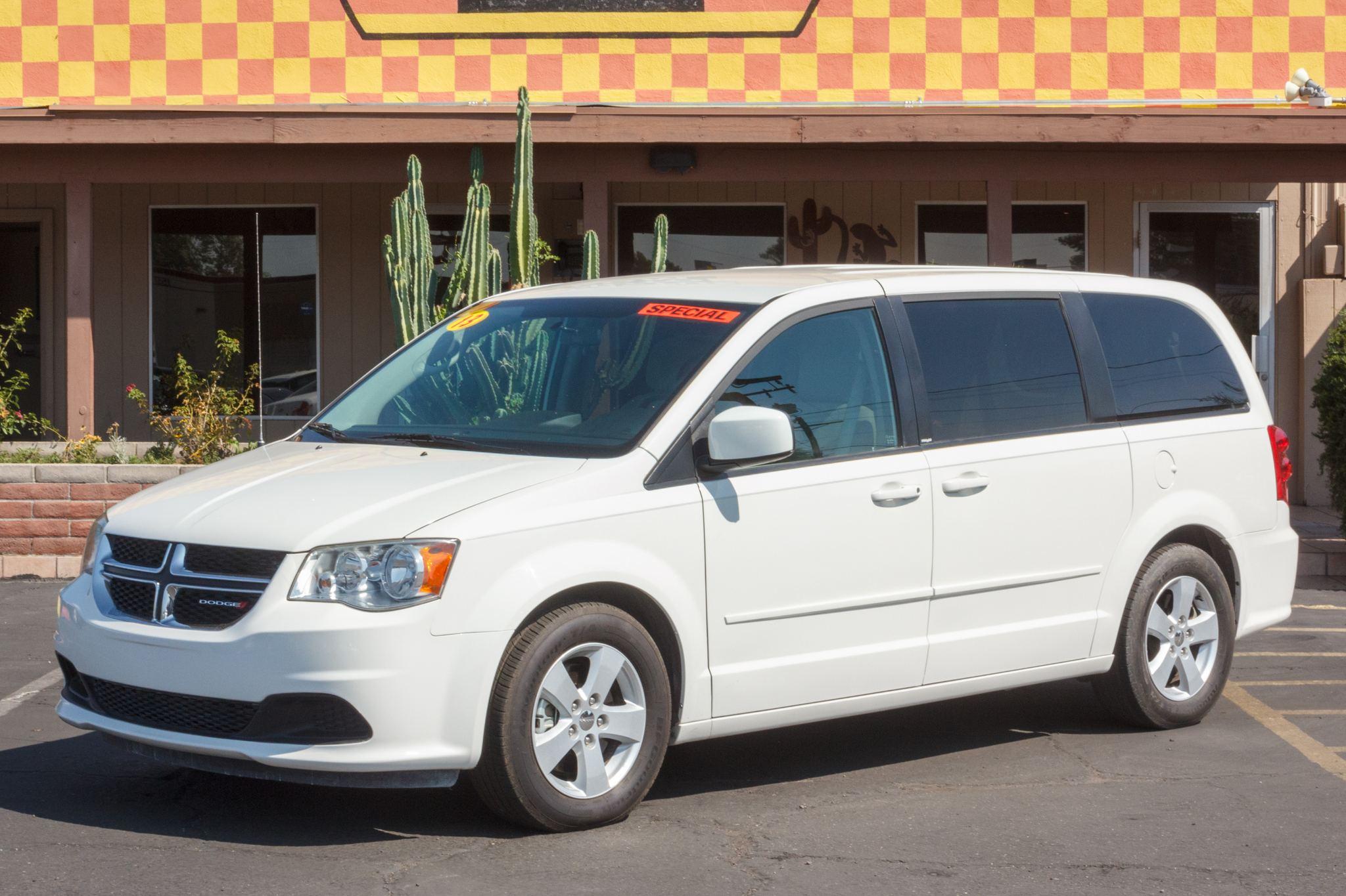 Photo of 2013 Dodge Grand Caravan 4d Wagon SE