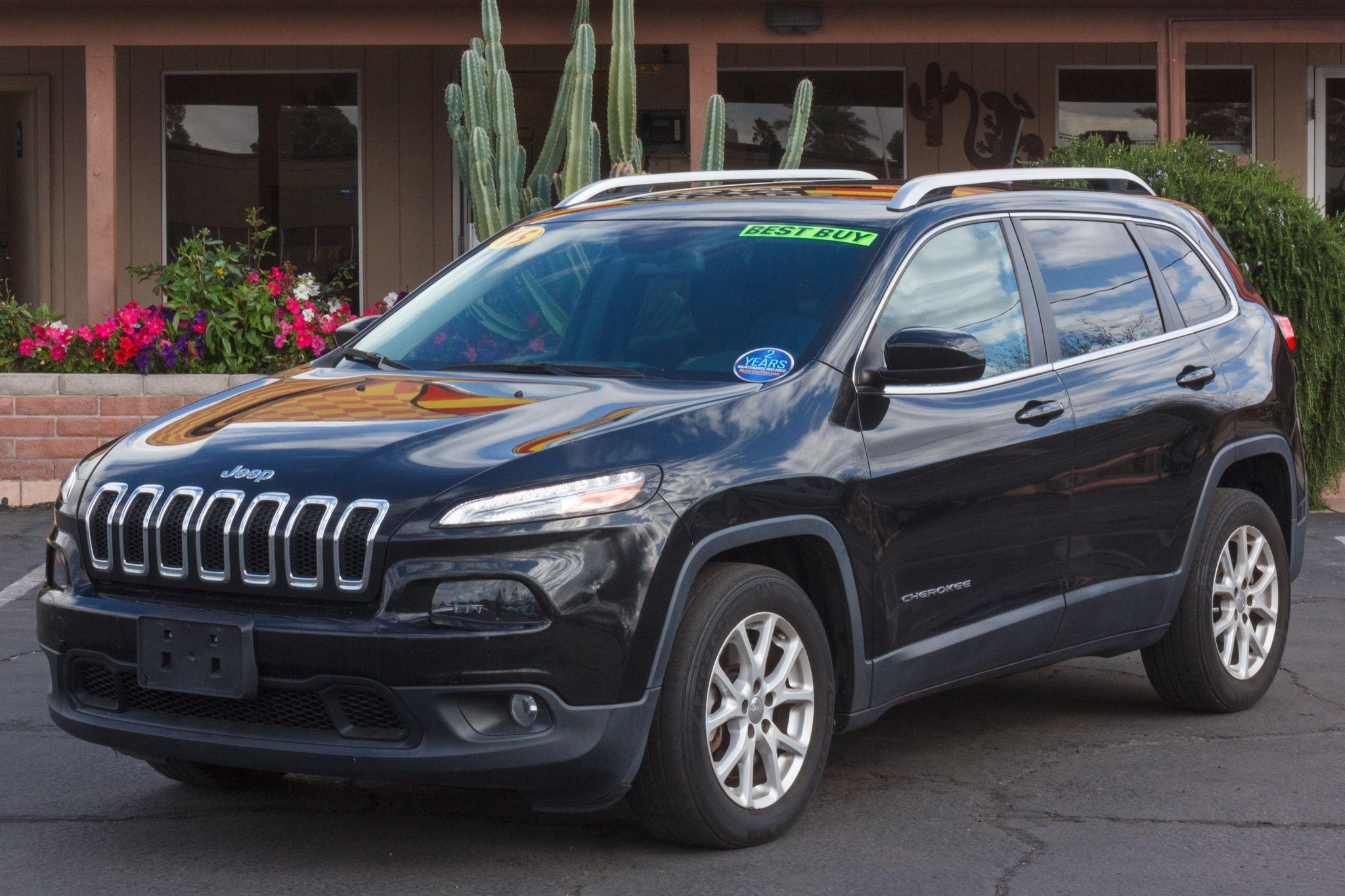 Photo of 2015 Jeep Cherokee 4d SUV FWD Latitude