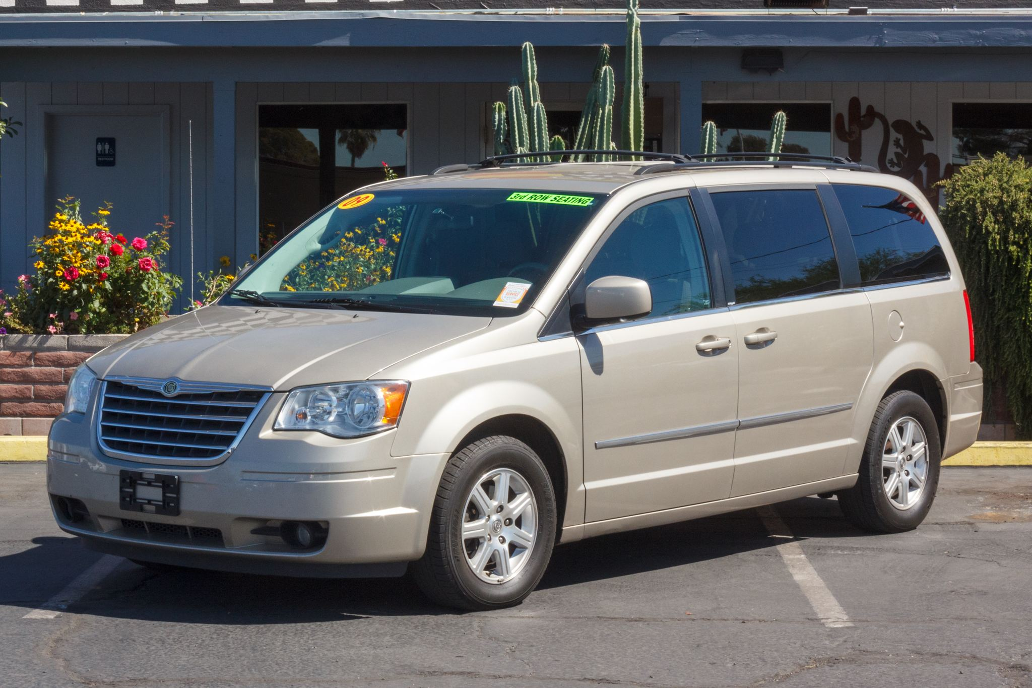 Photo of 2009 Chrysler Town & Country 4d Wagon Touring