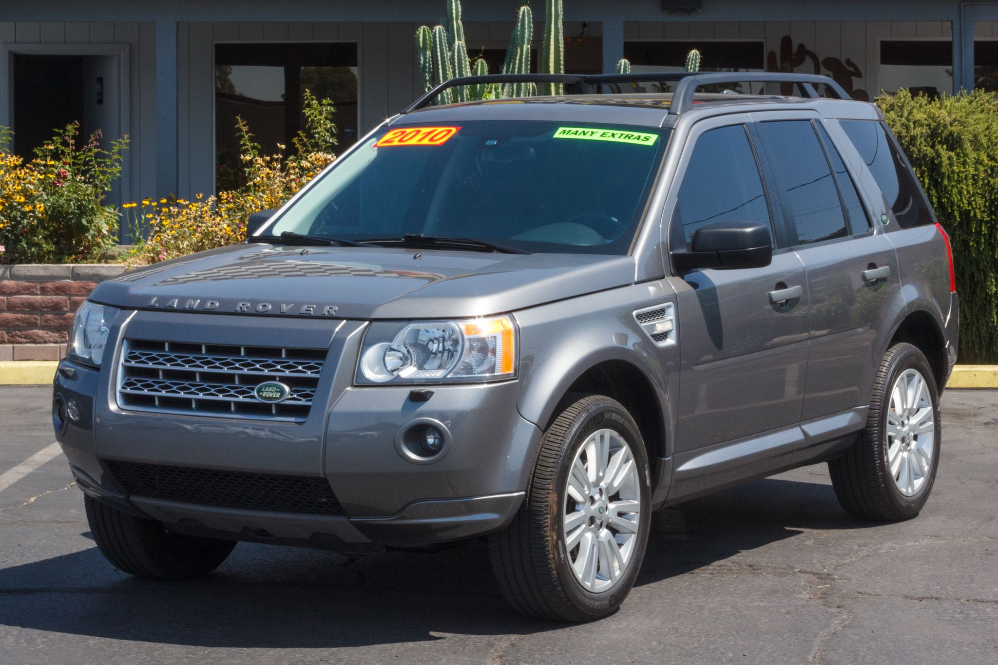 Photo of 2010 Land Rover LR2 4d SUV HSE