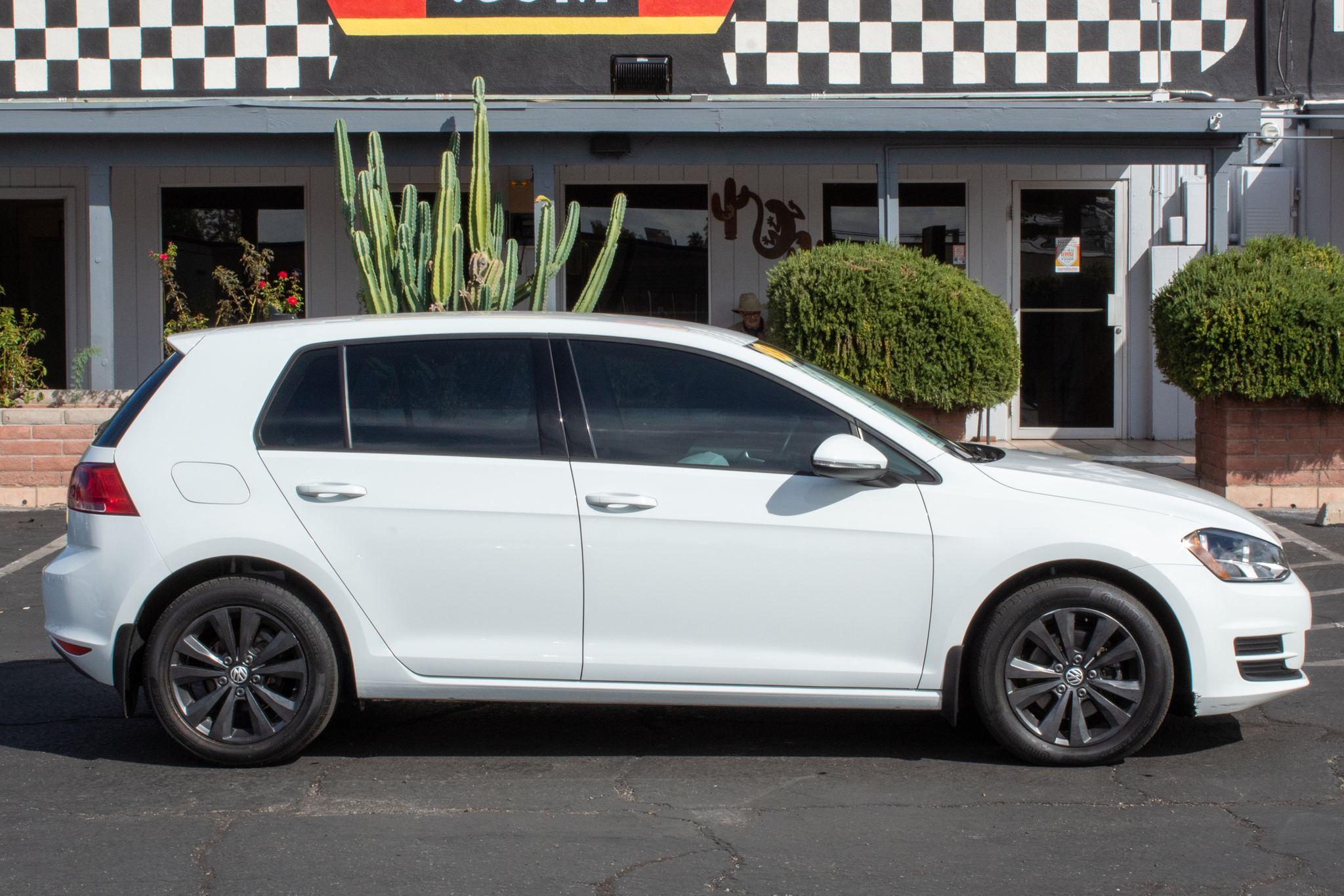 Photo of 2015 Volkswagen Golf TDI 4d Hatchback S Auto