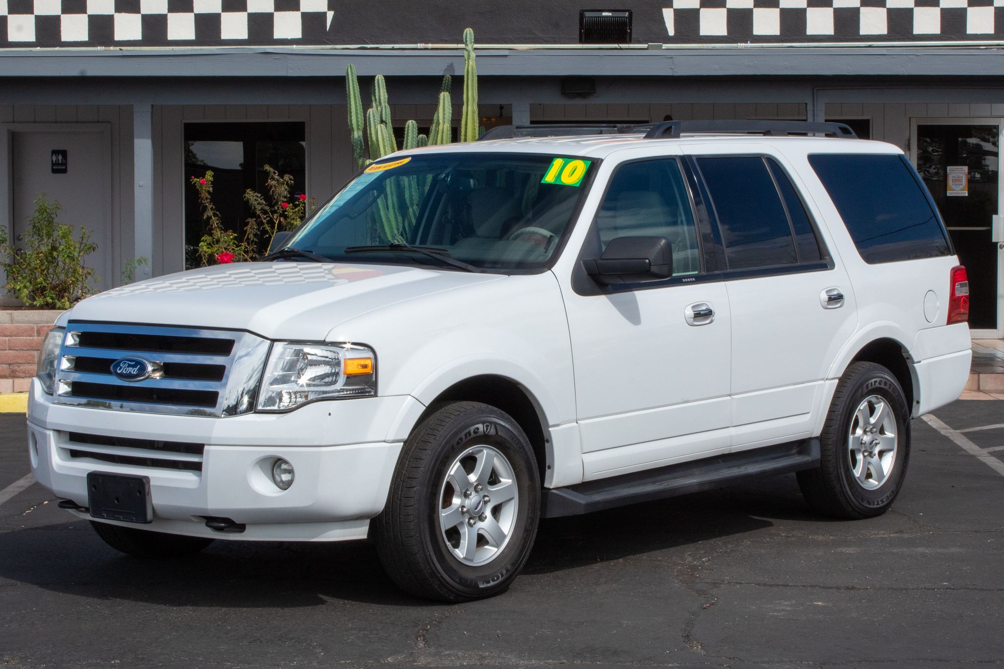 Photo of 2010 Ford Expedition 4d SUV 4WD XLT