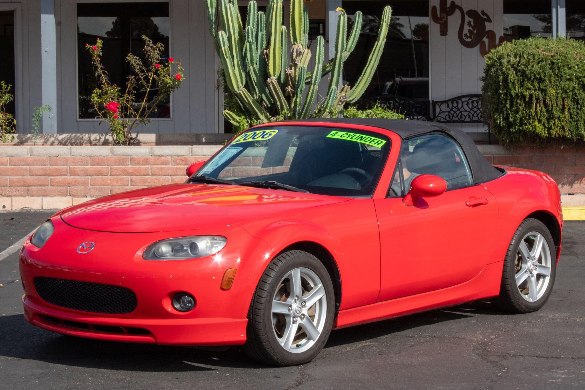 Photo of 2006 Mazda MX-5 Miata 2d Convertible