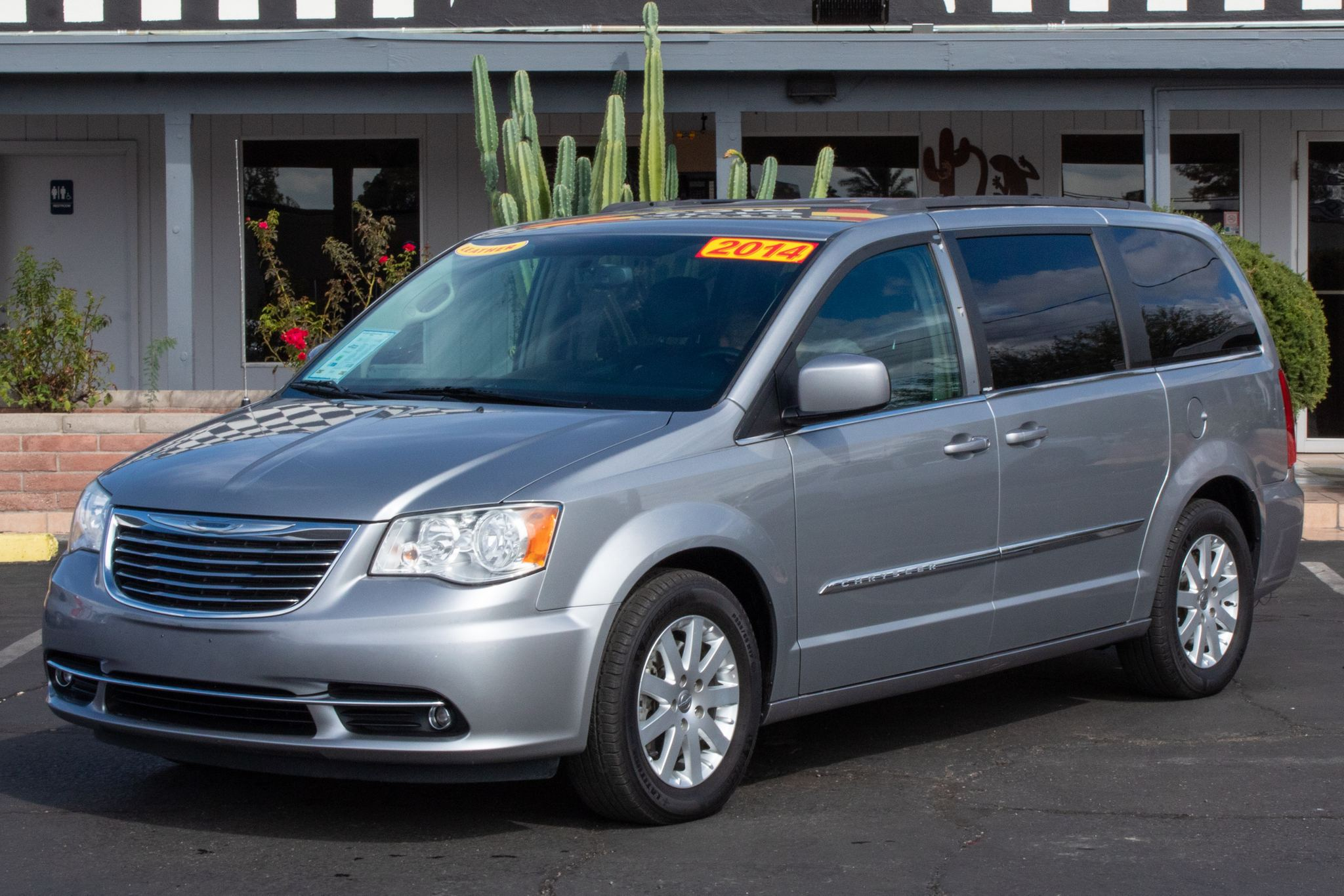 Photo of 2014 Chrysler Town & Country 4d Wagon Touring