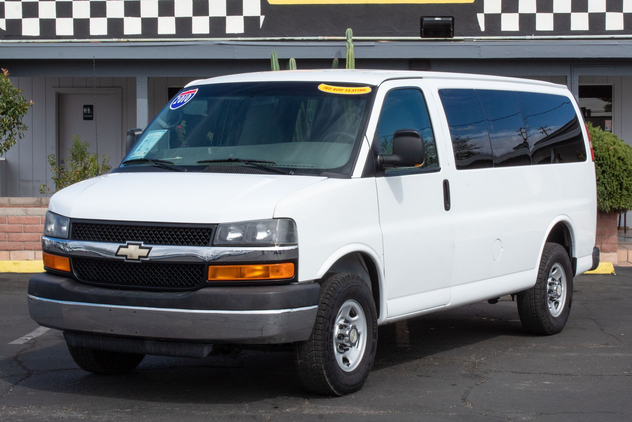 Photo of 2010 Chevrolet Express Wagon 2500 Wagon LT