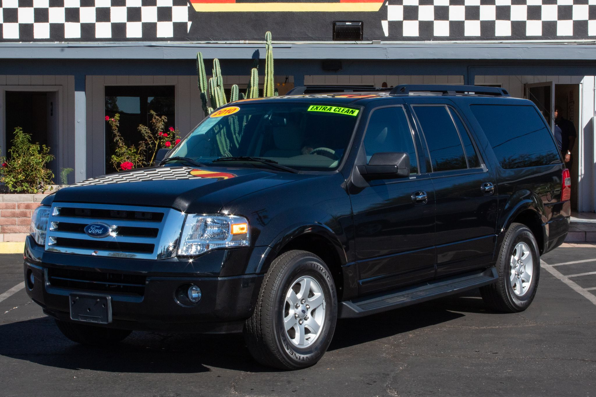 Photo of 2010 Ford Expedition EL 4d SUV 2WD XLT