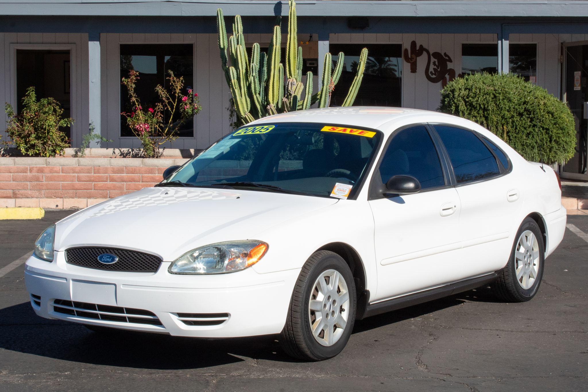 Photo of 2005 Ford Taurus 4d Sedan SE