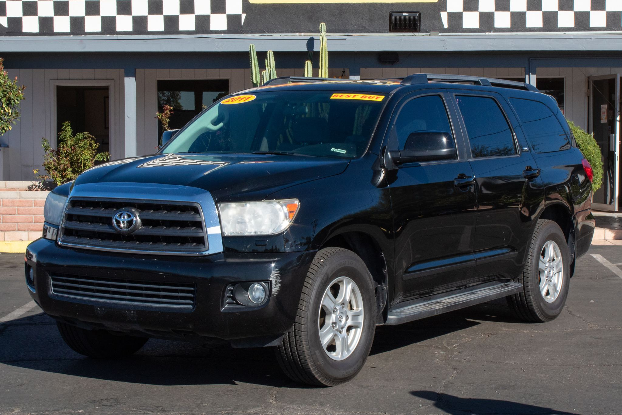 Photo of 2011 Toyota Sequoia 4d SUV RWD SR5 4.6L