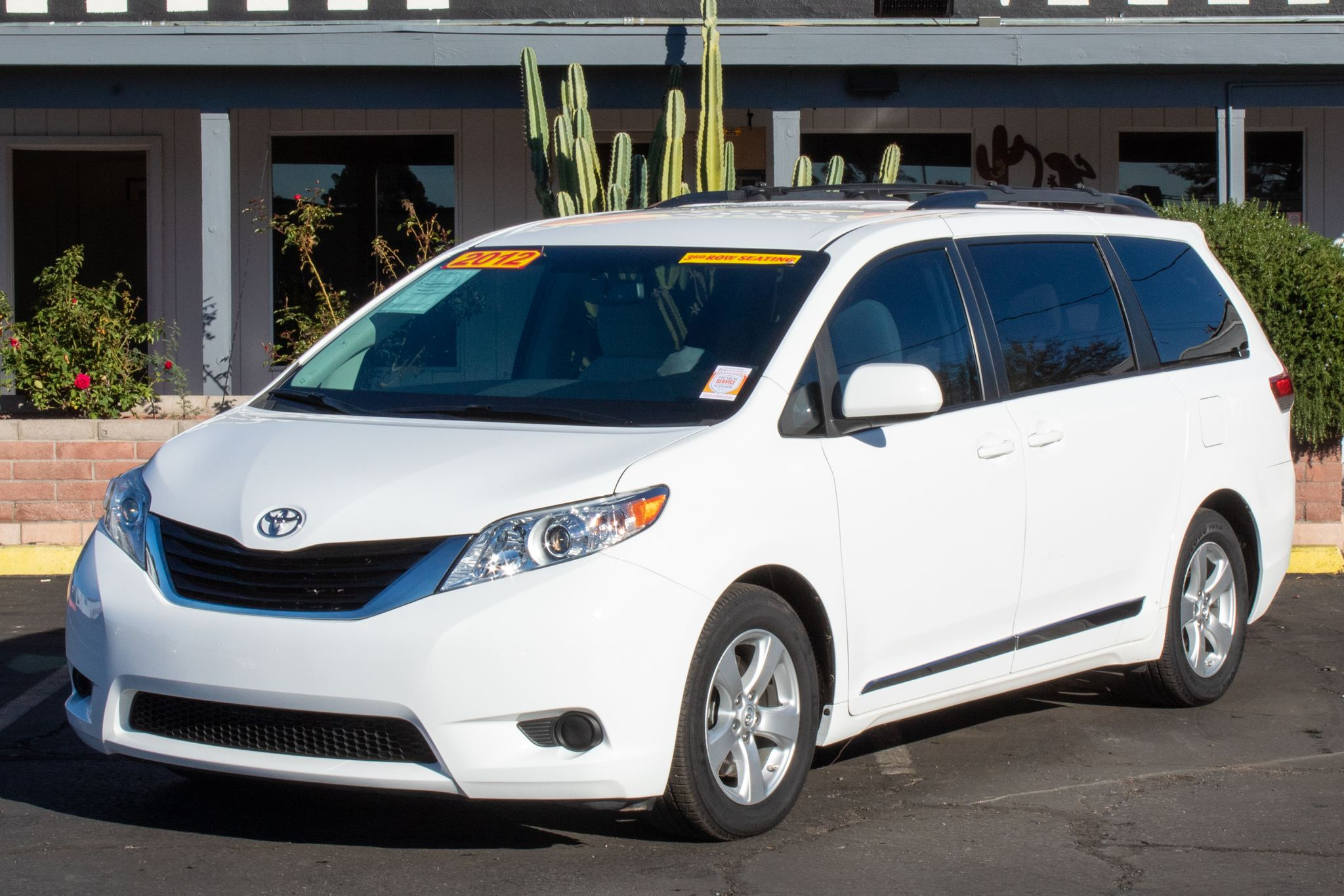 Photo of 2012 Toyota Sienna 4d Wagon LE V6