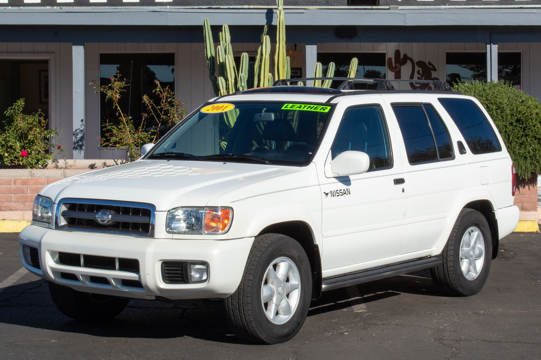 Photo of 2001 Nissan Pathfinder 4d SUV RWD XE