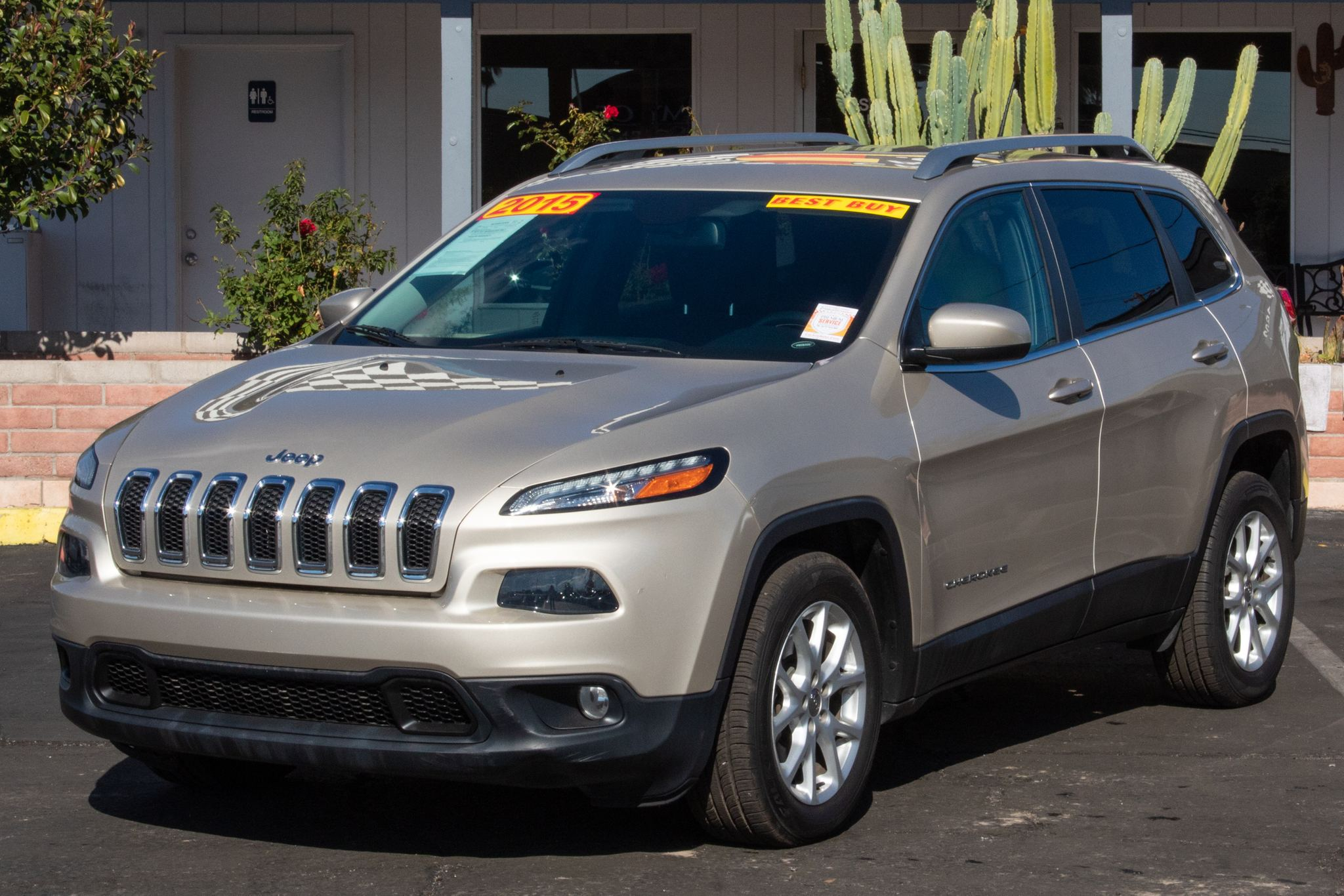Photo of 2015 Jeep Cherokee 4d SUV FWD Latitude