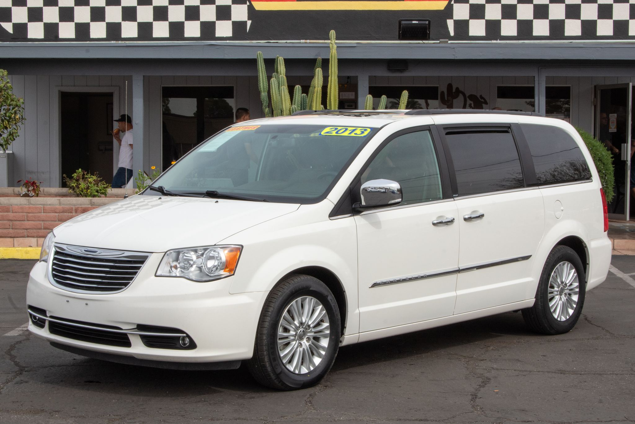 Photo of 2013 Chrysler Town & Country 4d Wagon Touring L